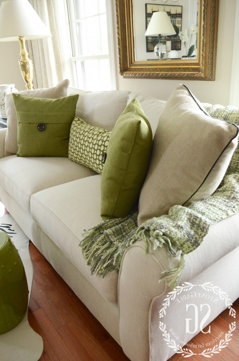 5 No Fail Tips For Arranging Pillows (View 20 of 20)