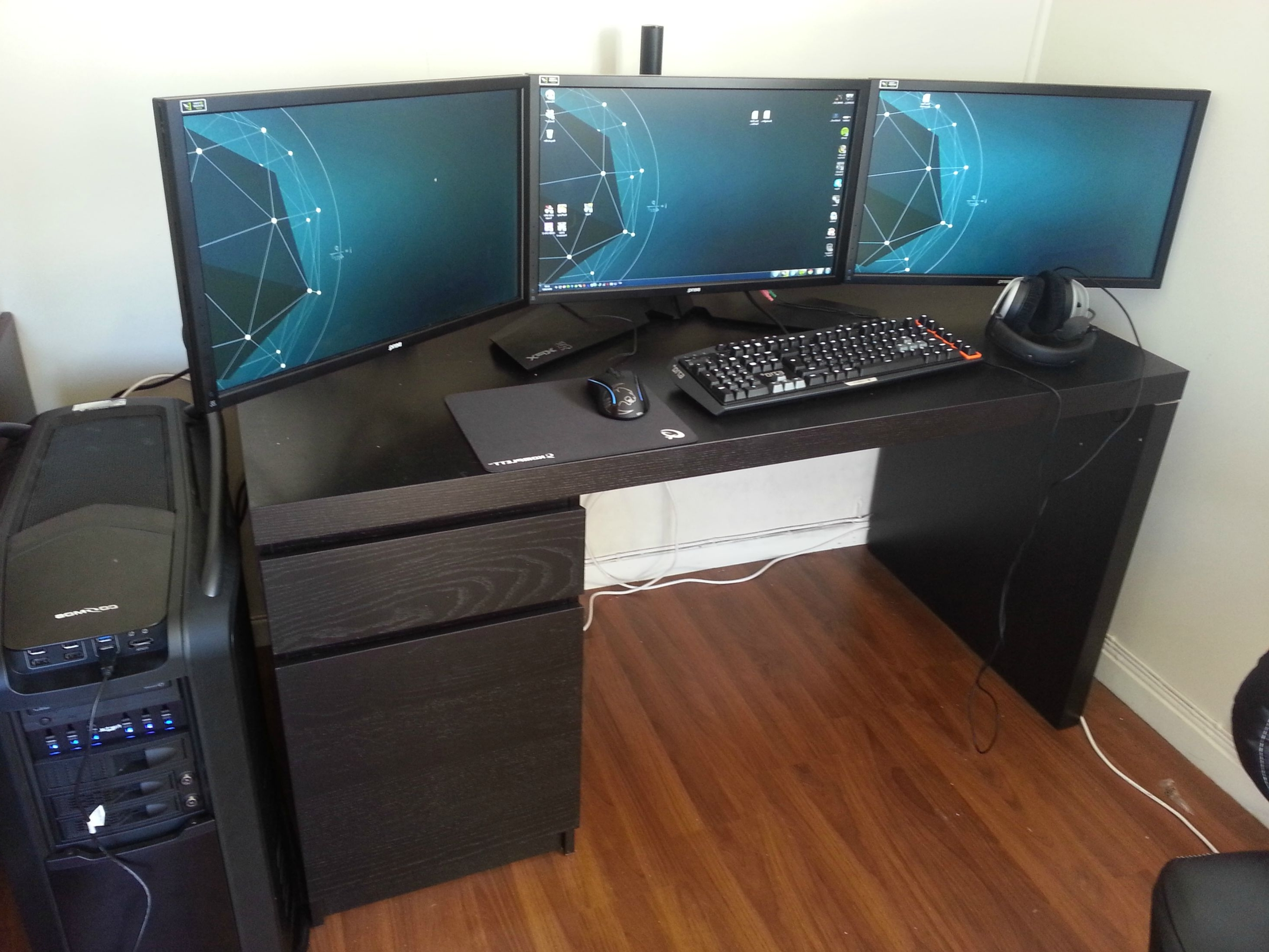 Best And Newest Computer Gaming Desks For Home With Regard To Fresh Best Computer Gaming Desk 2015 # (View 15 of 20)