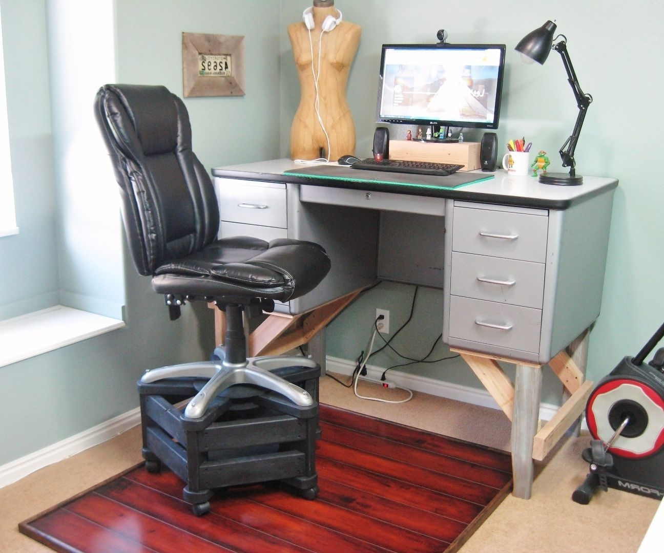 Chair For A Standing Desk With Regard To Well Liked Tall Computer Desks (View 6 of 20)