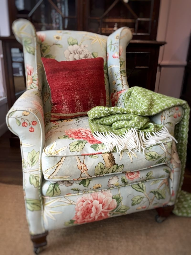 Chintz Covered Sofas Pertaining To Most Up To Date Floral Armchair In Living Room With William Morris Wallpaper Stock (View 11 of 20)