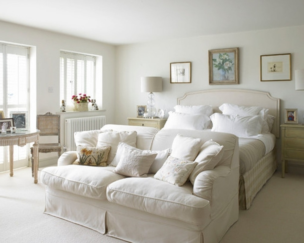 Classic White Sofa Chairs For Vintage Bedroom Decorating Ideas Inside Newest Sofa Chairs For Bedroom (View 2 of 20)