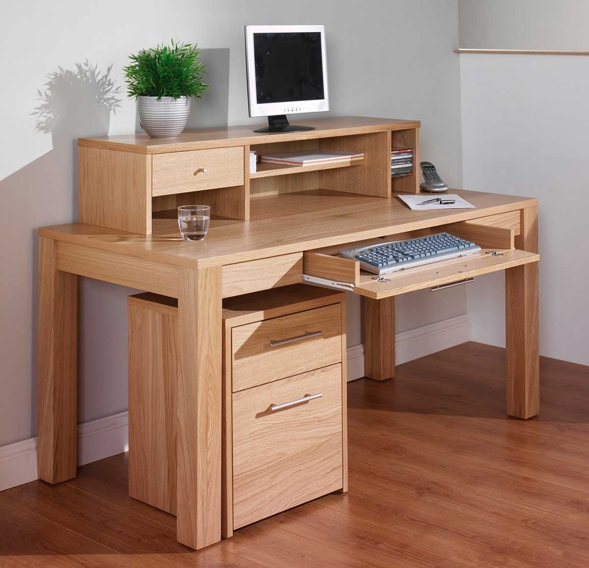 Computer Desks In Oak Within Best And Newest Oak Corner Computer Desk Natural Finish – Surripui (View 15 of 20)
