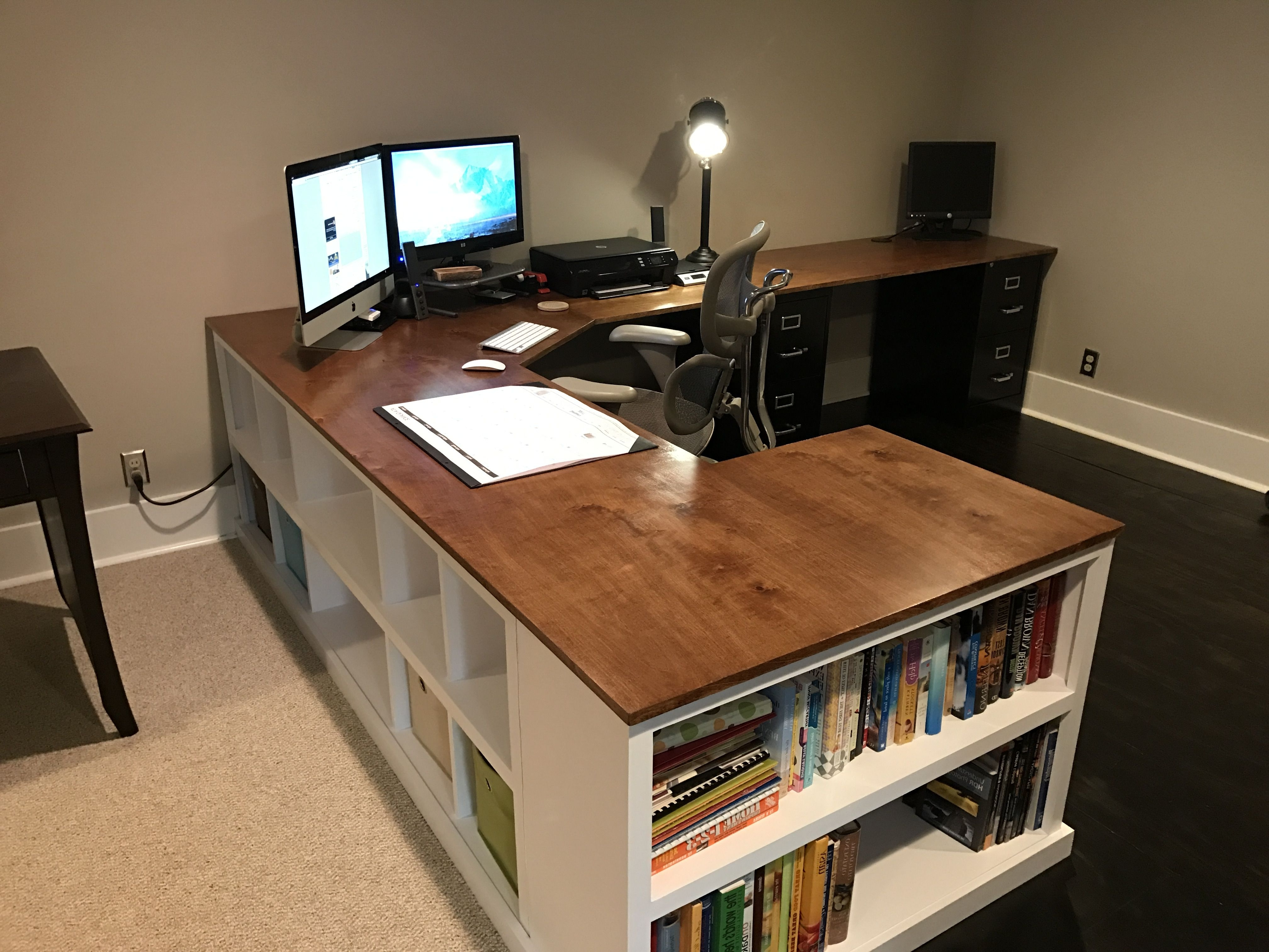 Desks (Gallery 11 of 20)
