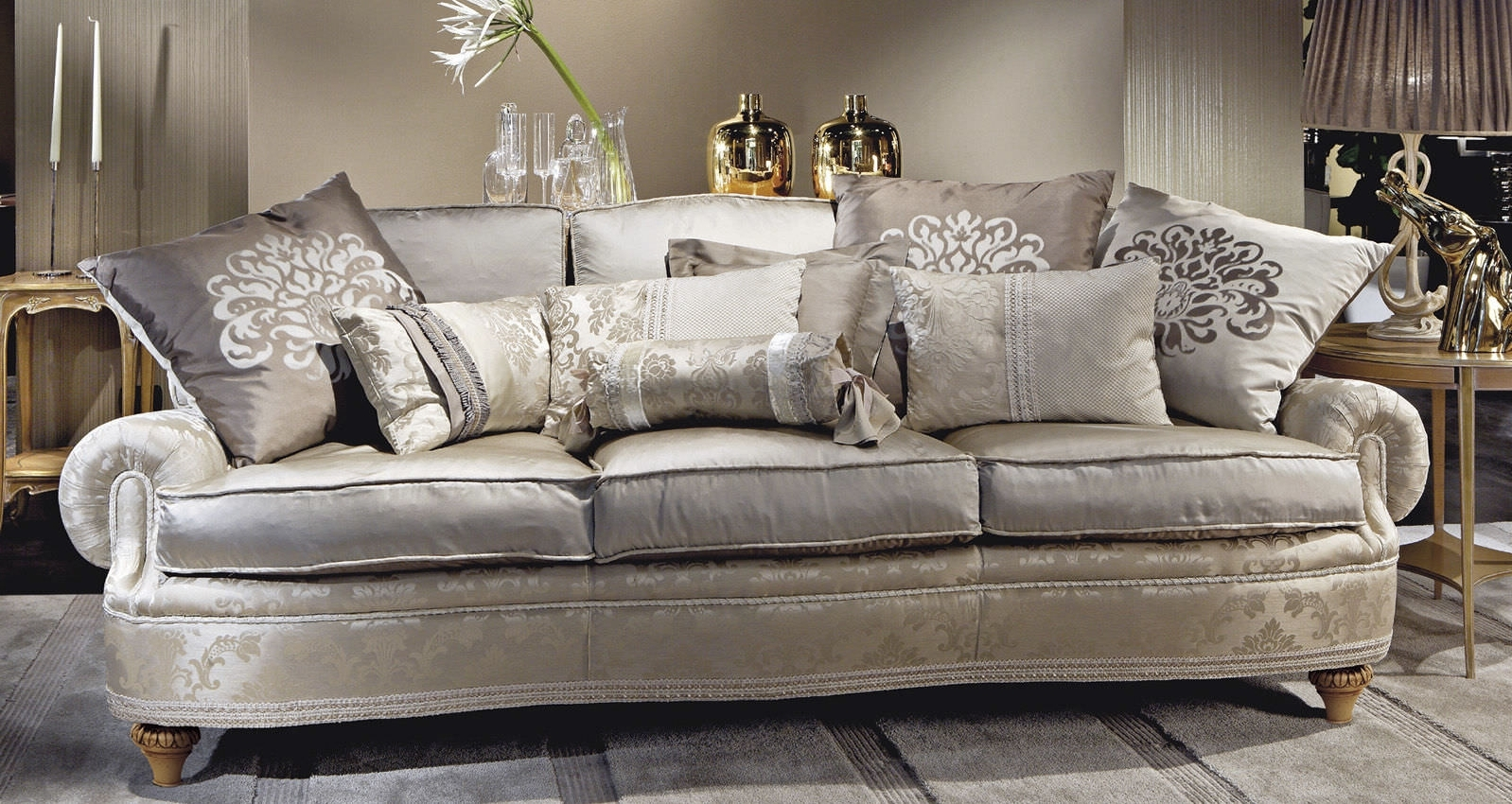 Epic Traditional Sofas 60 For Modern Sofa Inspiration With Regarding Well Known Traditional Sofas (Gallery 5 of 20)