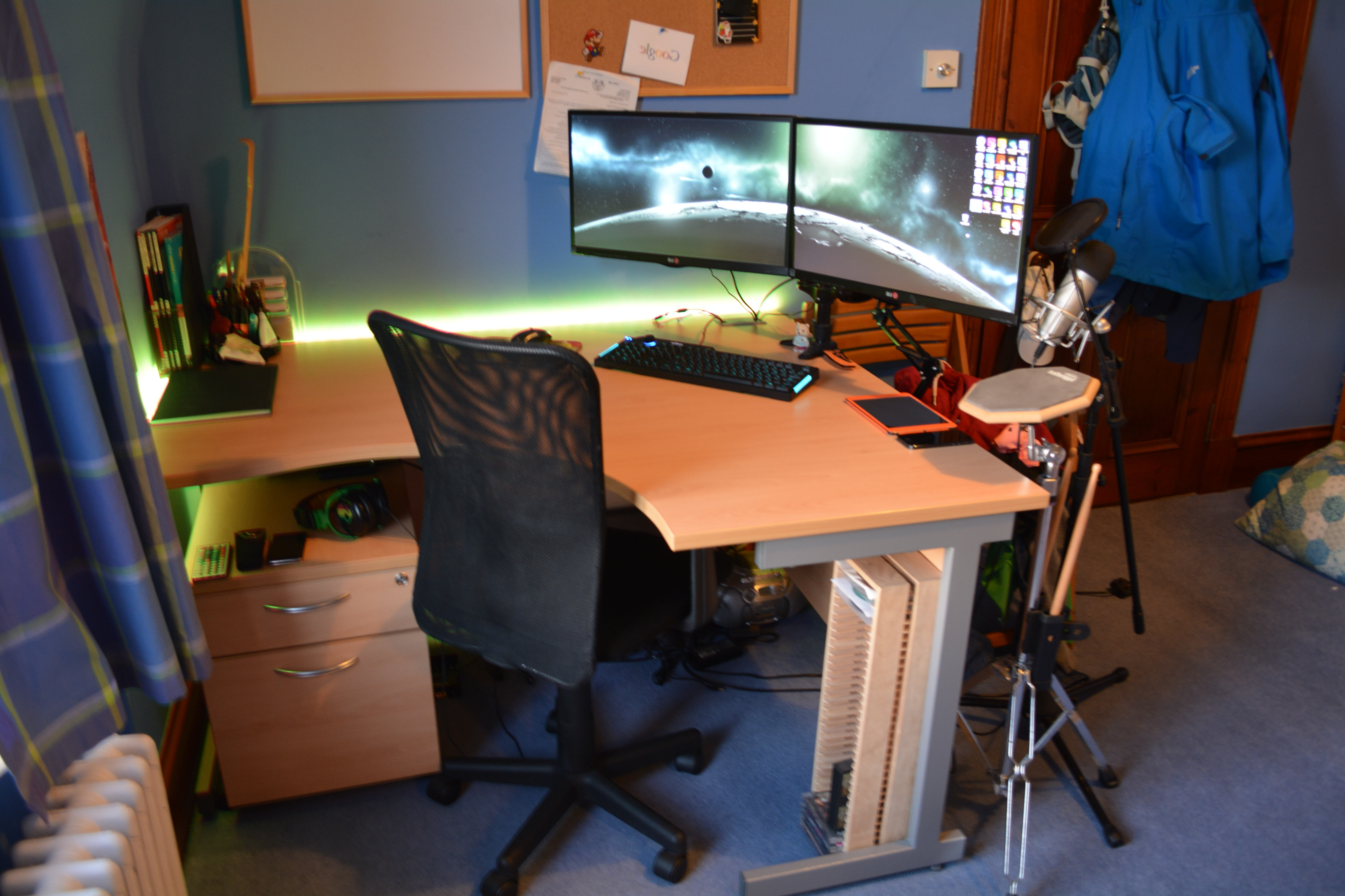 Famous Home Decor: Cozy Dual Monitor Computer Desk And How To Set Up In Computer Desks For Dual Monitors (View 6 of 20)