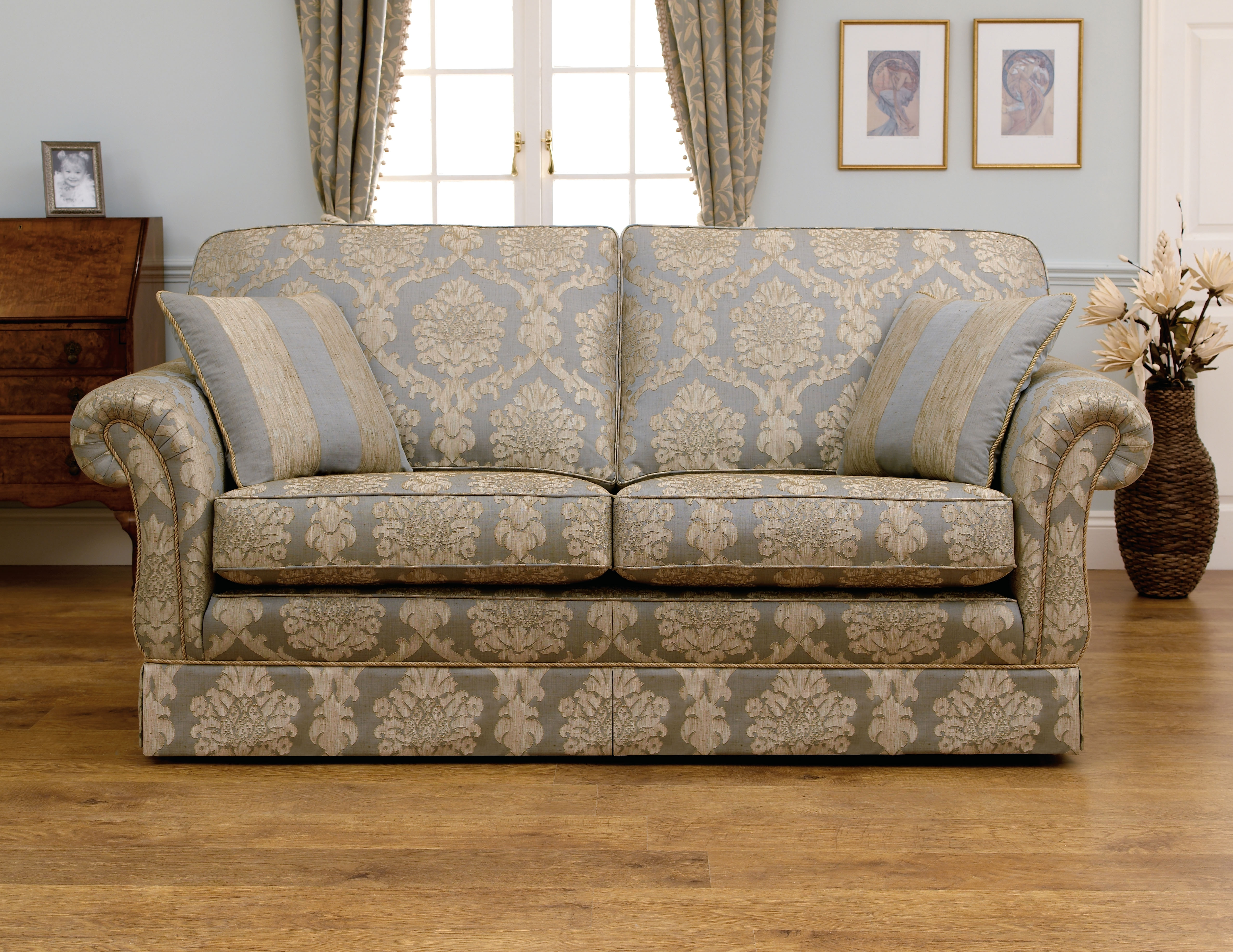 Famous Traditional Sofas (View 2 of 20)