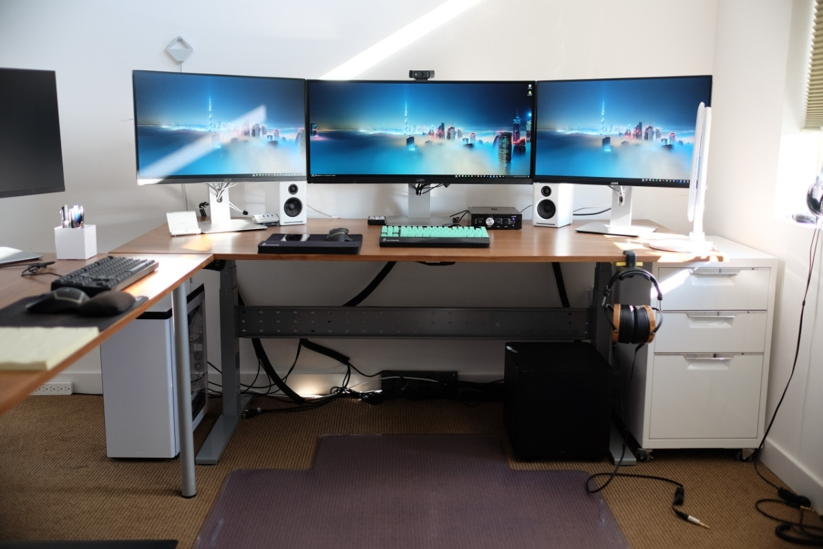 Fashionable Computer Desks For 3 Monitors Regarding Weekend Open Forum: Show Off A Picture Of Your Computer Desk (View 7 of 20)