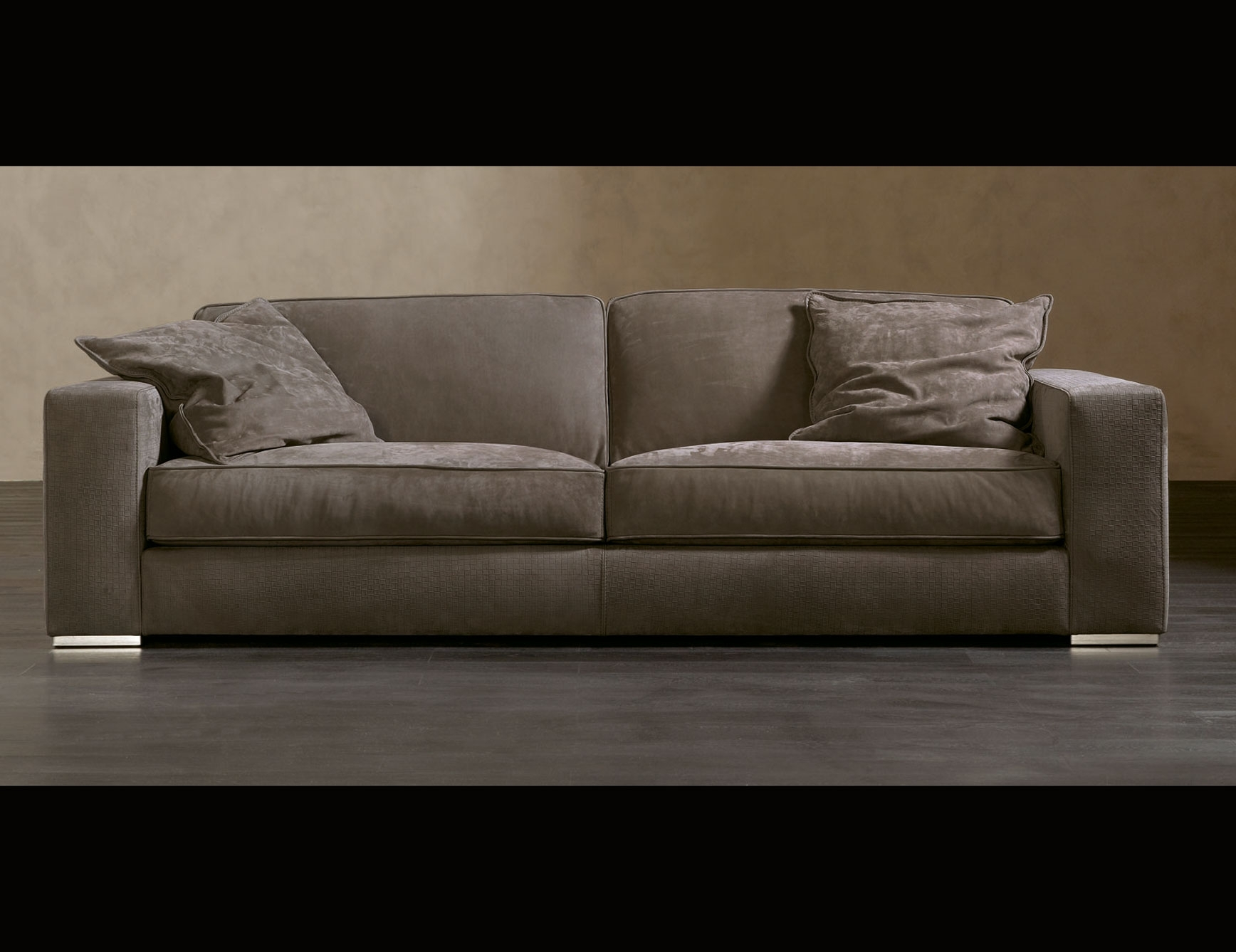 Fashionable Nella Vetrina Rugiano Augusto 6055 Upholstered Sofa With Sofas And Chairs (View 4 of 20)