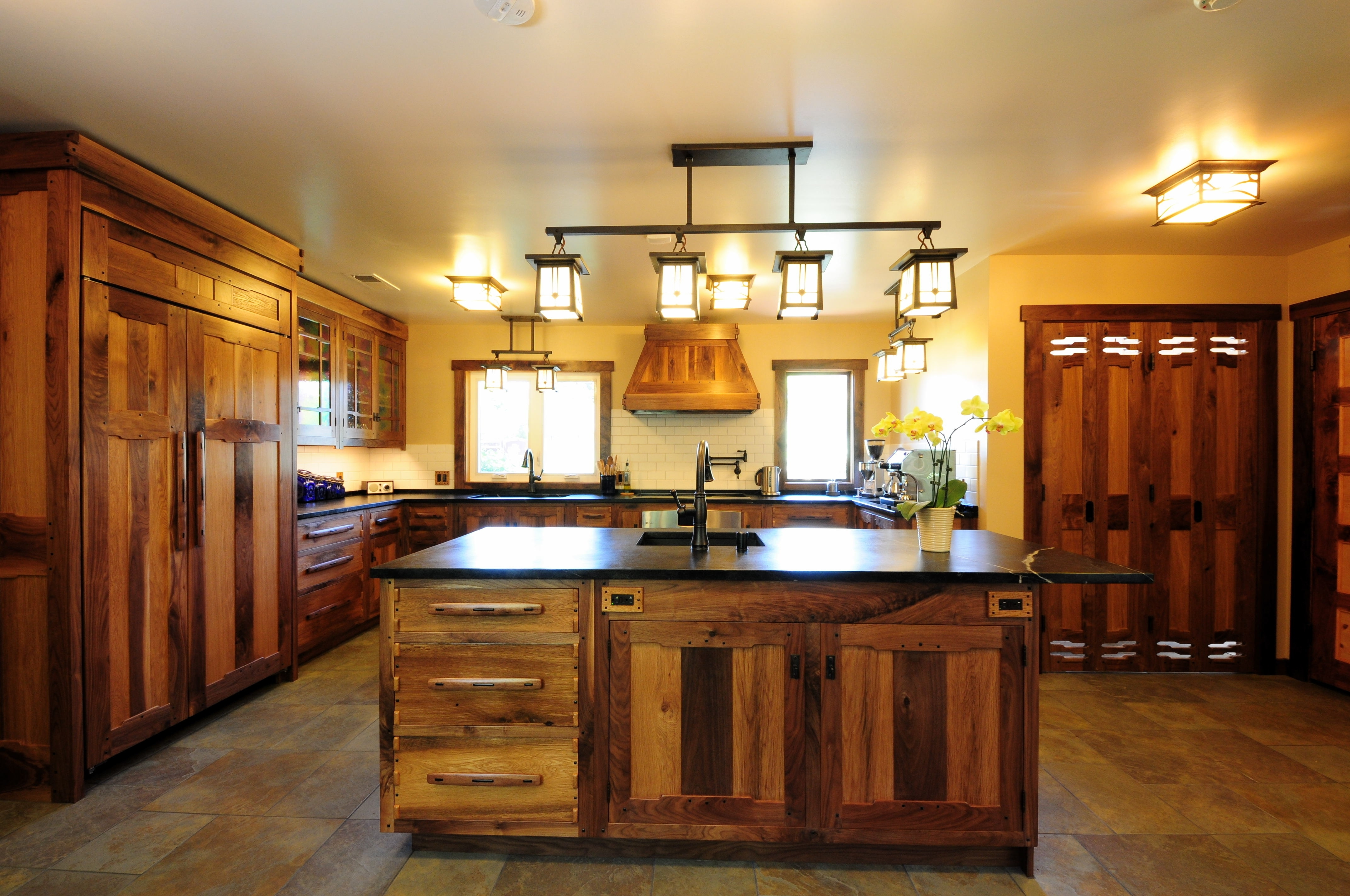 Fashionable Small Rustic Kitchen Chandeliers In Awesome Country Kitchen Cabinets Ideas With Rustic Kitchen Island (View 7 of 20)