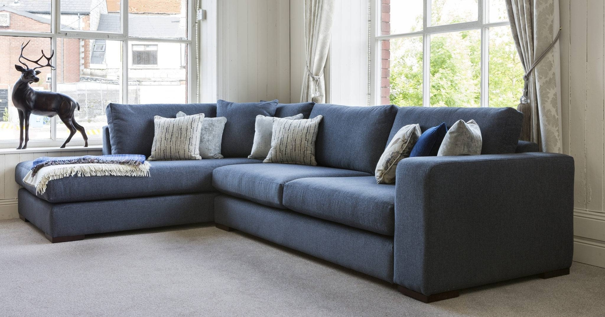 Fashionable Sofas And Chairs Regarding Sofas And Chairs (View 3 of 20)