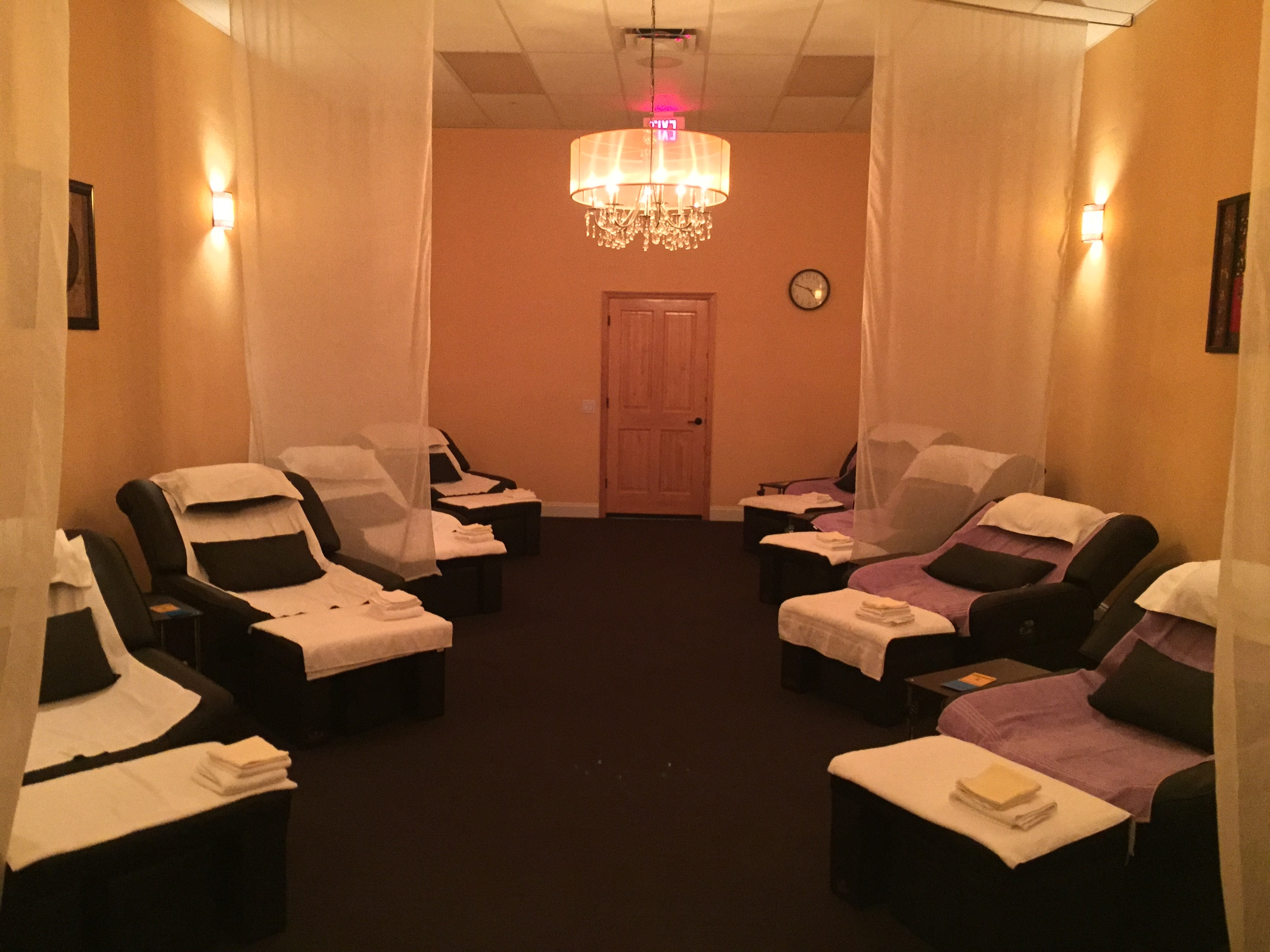 Foot Massage Spa And Acupressure Body Massage Throughout Foot Massage Sofas (View 8 of 20)