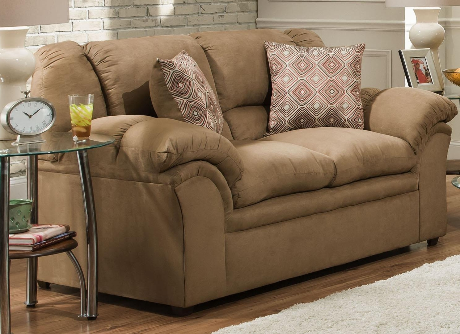 Jacksonville Nc Sectional Sofas With Regard To Most Popular United Furniture Industries 1720 Love Seat (View 11 of 20)