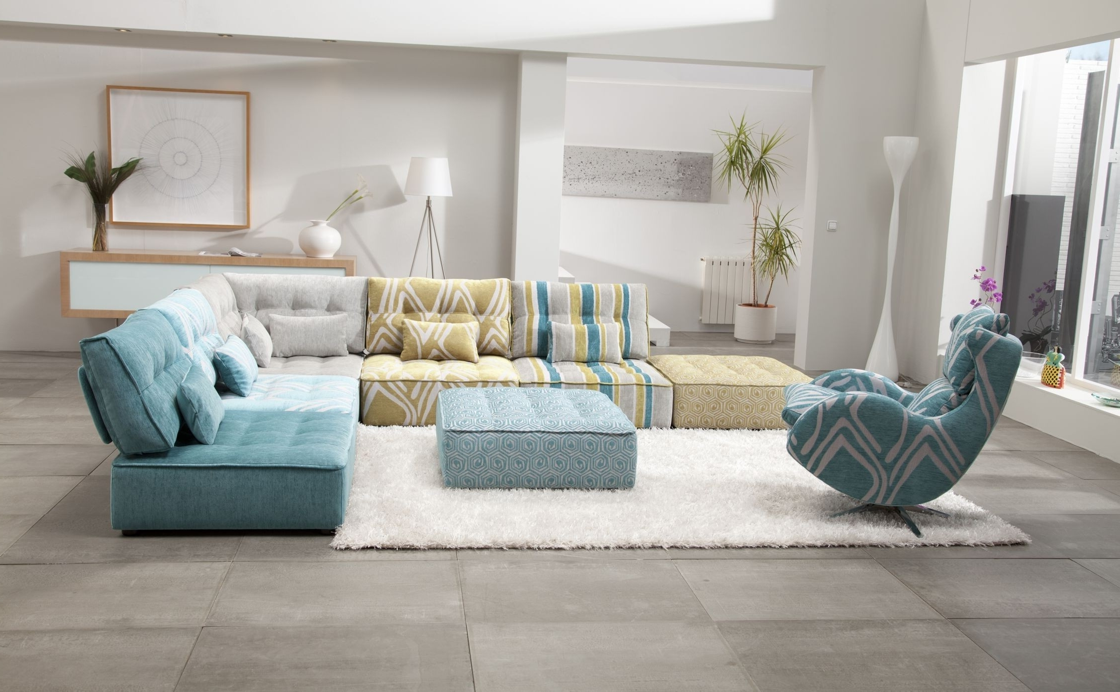 Newest Small Modular Sectional Sofas With Living Room : Living Room Furniture Small Curved Sectional Sofas (View 8 of 20)
