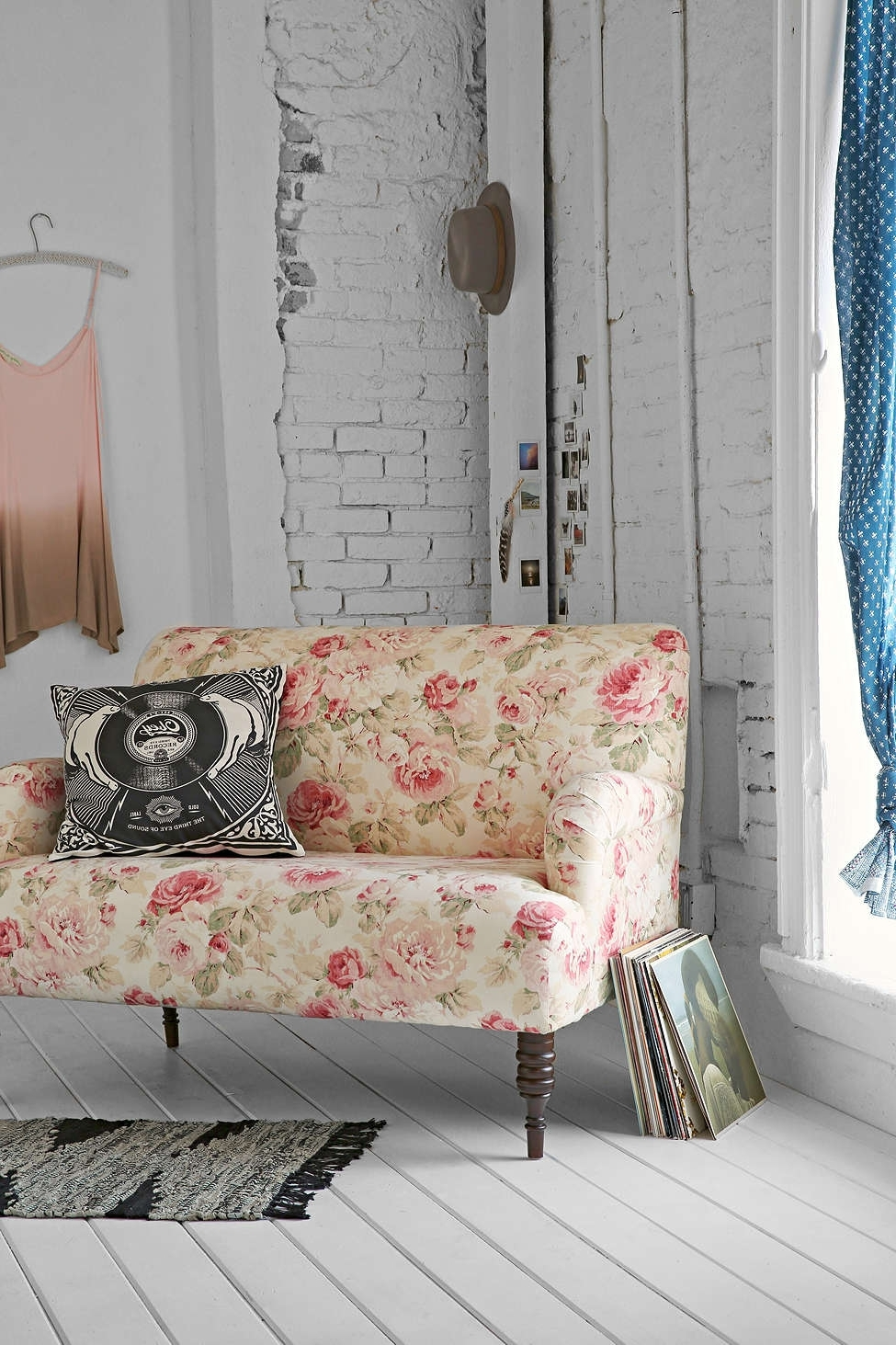 Nu Art In Chintz Floral Sofas (View 4 of 20)