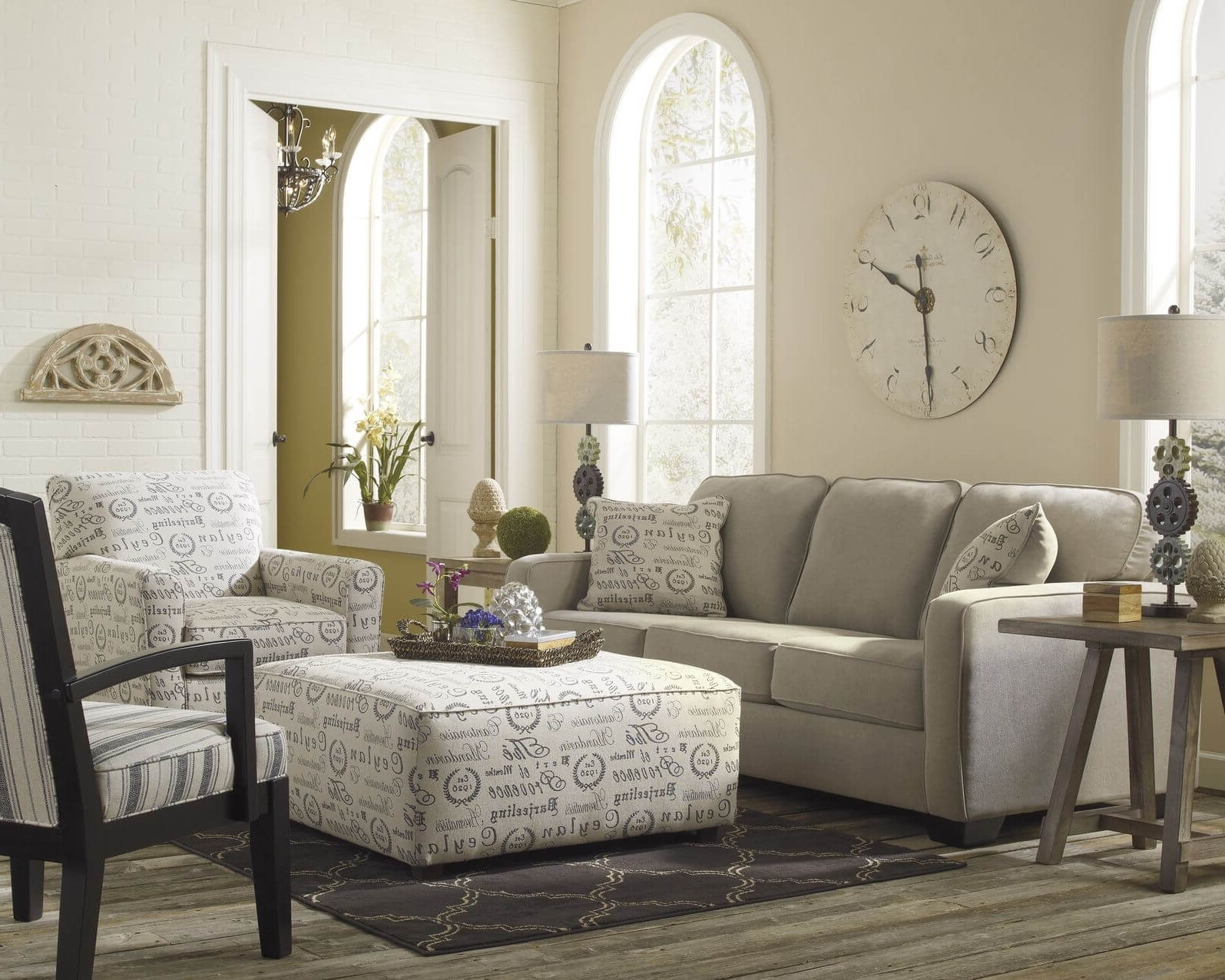 Popular Couches With Large Ottoman Inside 50 Beautiful Living Rooms With Ottoman Coffee Tables (View 17 of 20)