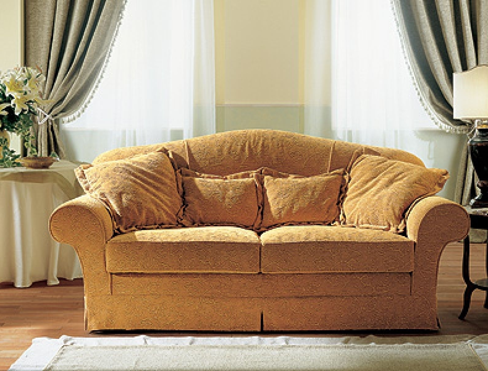Popular Traditional Fabric Sofas Pertaining To Best Traditional Fabric Sofas Photos – Liltigertoo (View 8 of 20)