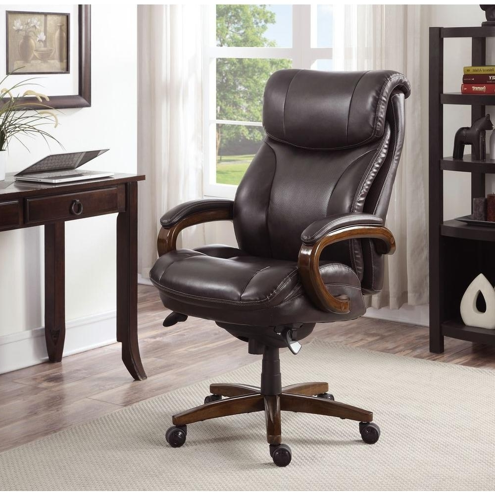 Preferred Brown Leather Executive Office Chairs Inside La Z Boy Tafford Vino Bonded Leather Executive Office Chair (View 10 of 20)