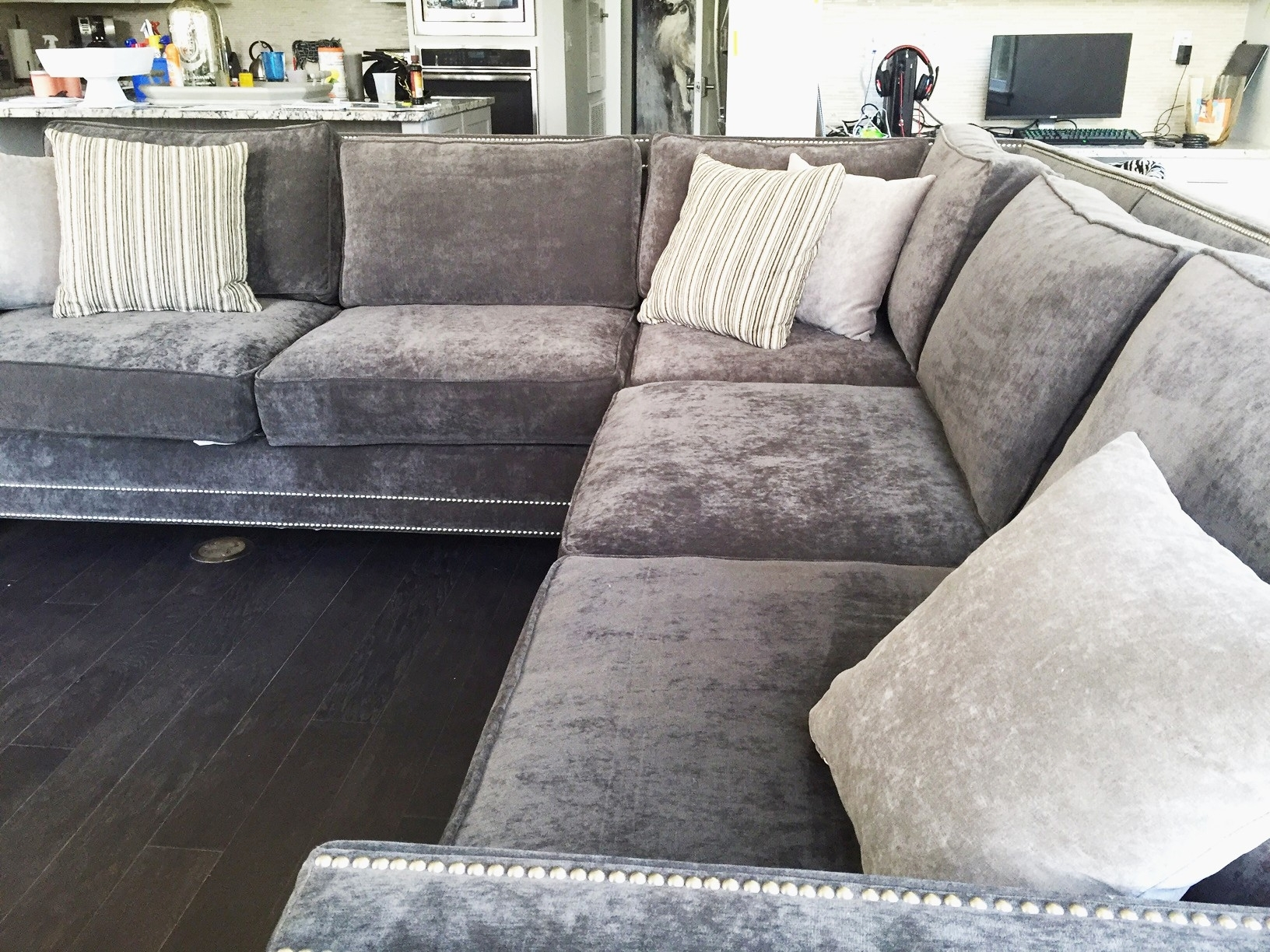 Recent Grey Nailhead Sofa The Best Elegant Nailhead Trim Sectional Sofa In Sectional Sofas With Nailheads (View 9 of 20)