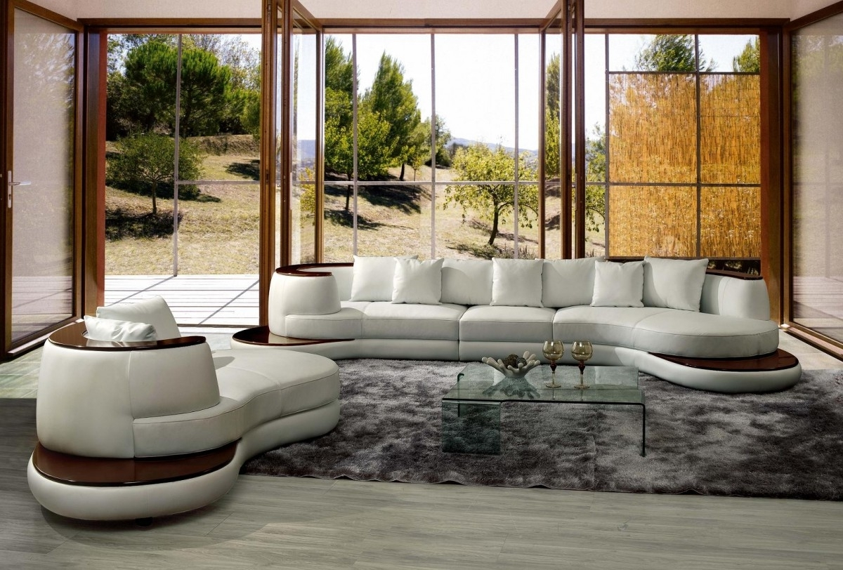 Rounded Corner Sectional Sofas Intended For 2019 Casa Rodus – Rounded Corner Leather Sectional Sofa With Wood Trim (View 4 of 20)