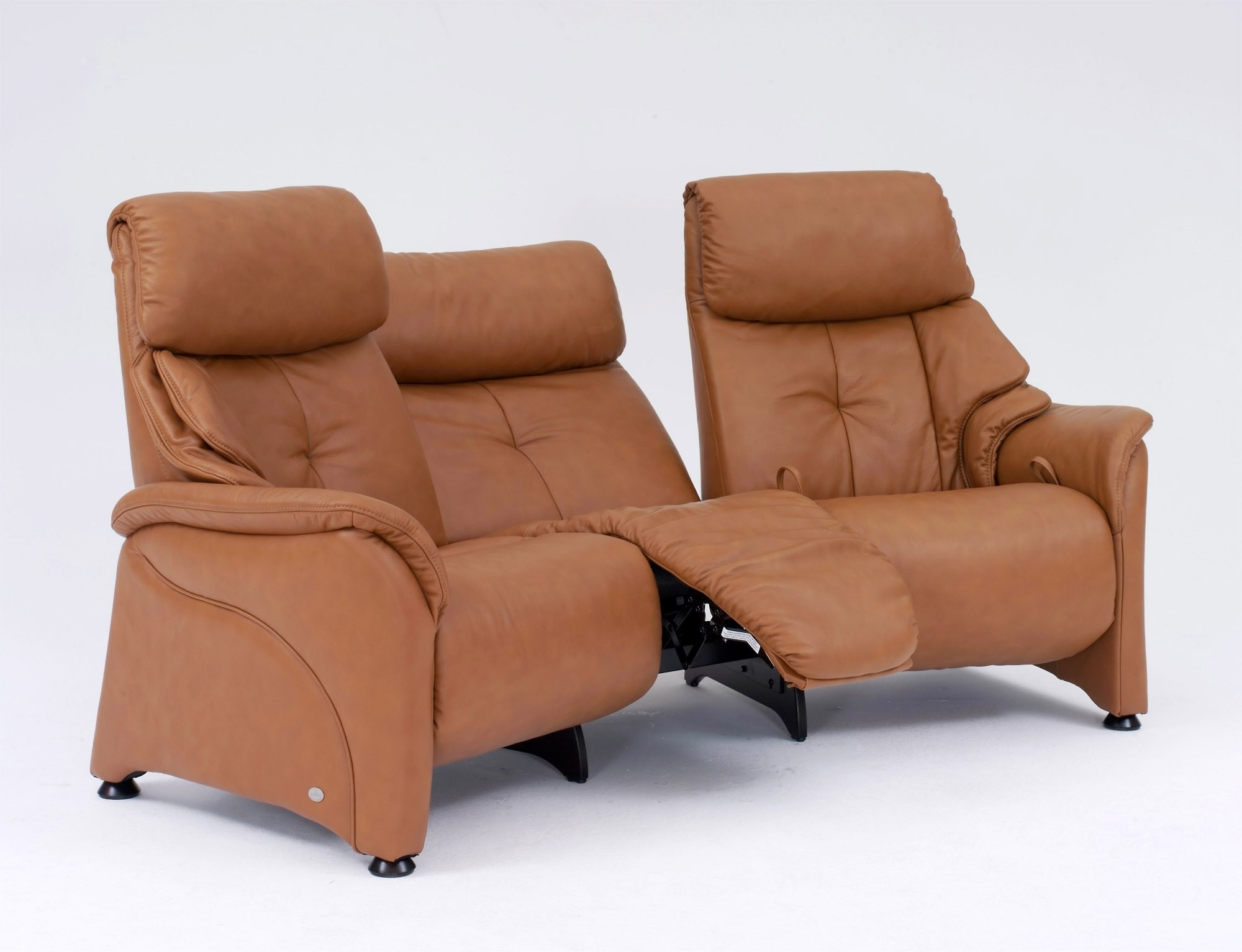Tr Hayes Within Favorite Curved Recliner Sofas (View 3 of 20)