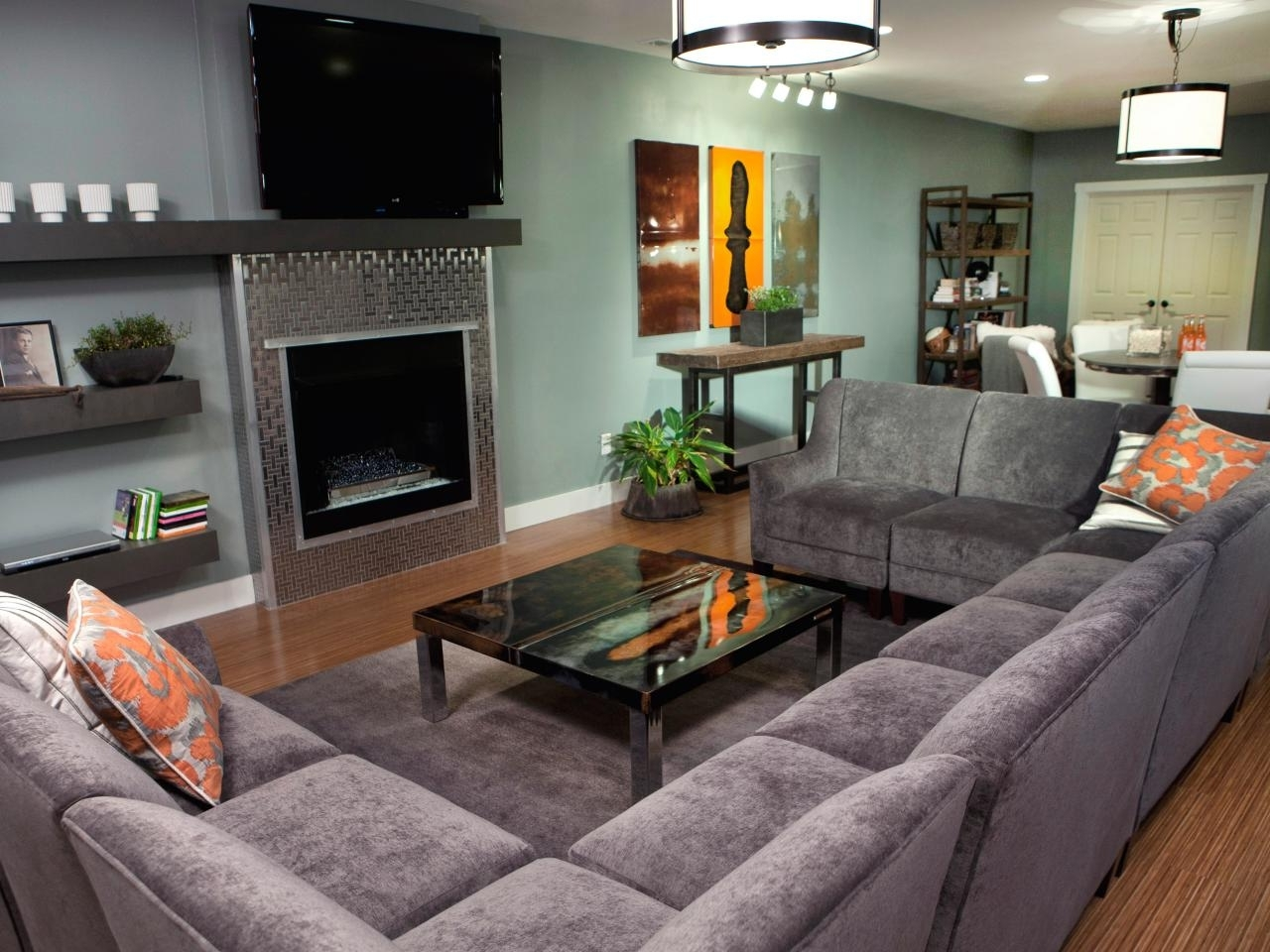 Well Known Big U Shaped Sectionals With Furniture: Grey U Shaped Sectional Sofa With Fireplace And Wooden (View 17 of 20)