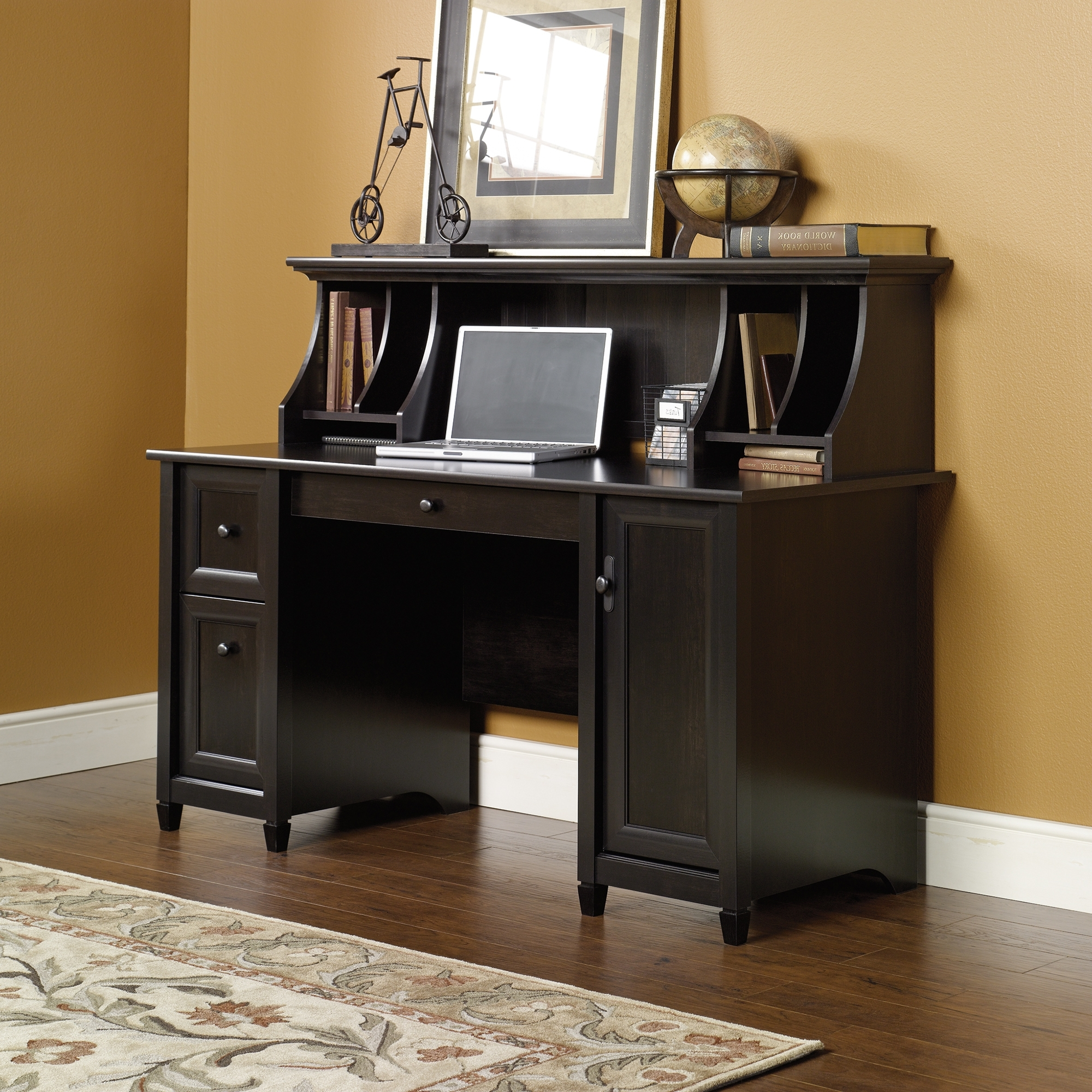 Well Liked Computer Desks With Hutch For How To Use A Computer Desk With Hutch – Blogbeen (View 13 of 20)