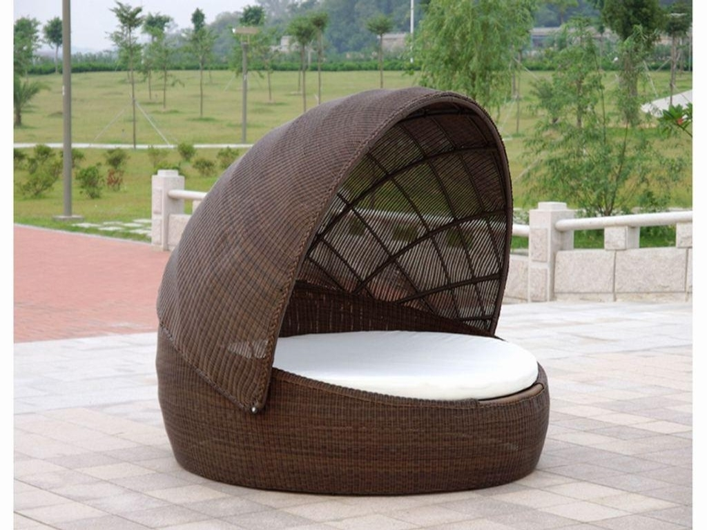 Well Liked Outdoor Sofas With Canopy Pertaining To Wicker Outdoor Daybed With Canopy — Optimizing Home Decor Ideas (View 8 of 20)