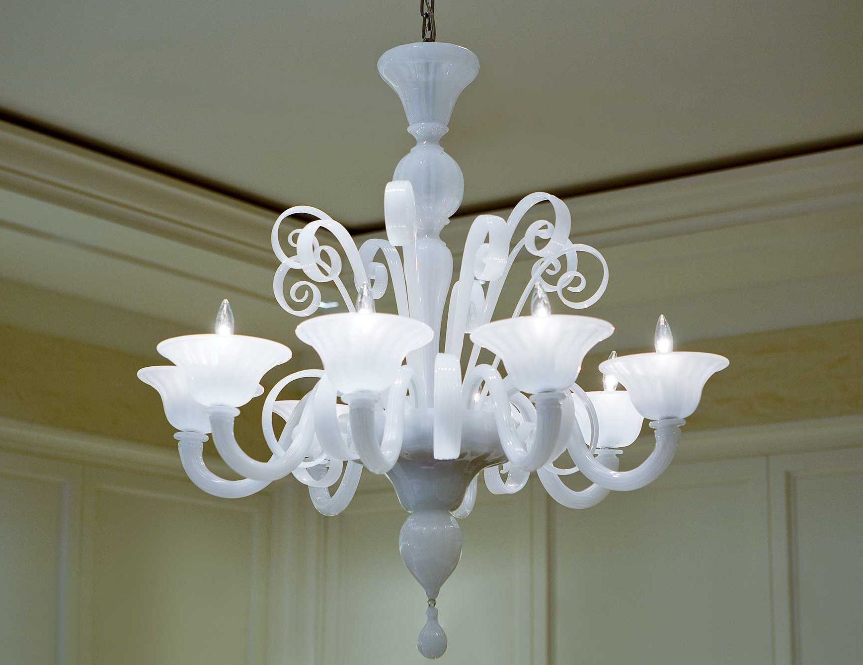 White Chandeliers Pertaining To Most Recent Nella Vetrina White Murano 8 Murano Chandelier In White Glass (View 18 of 20)