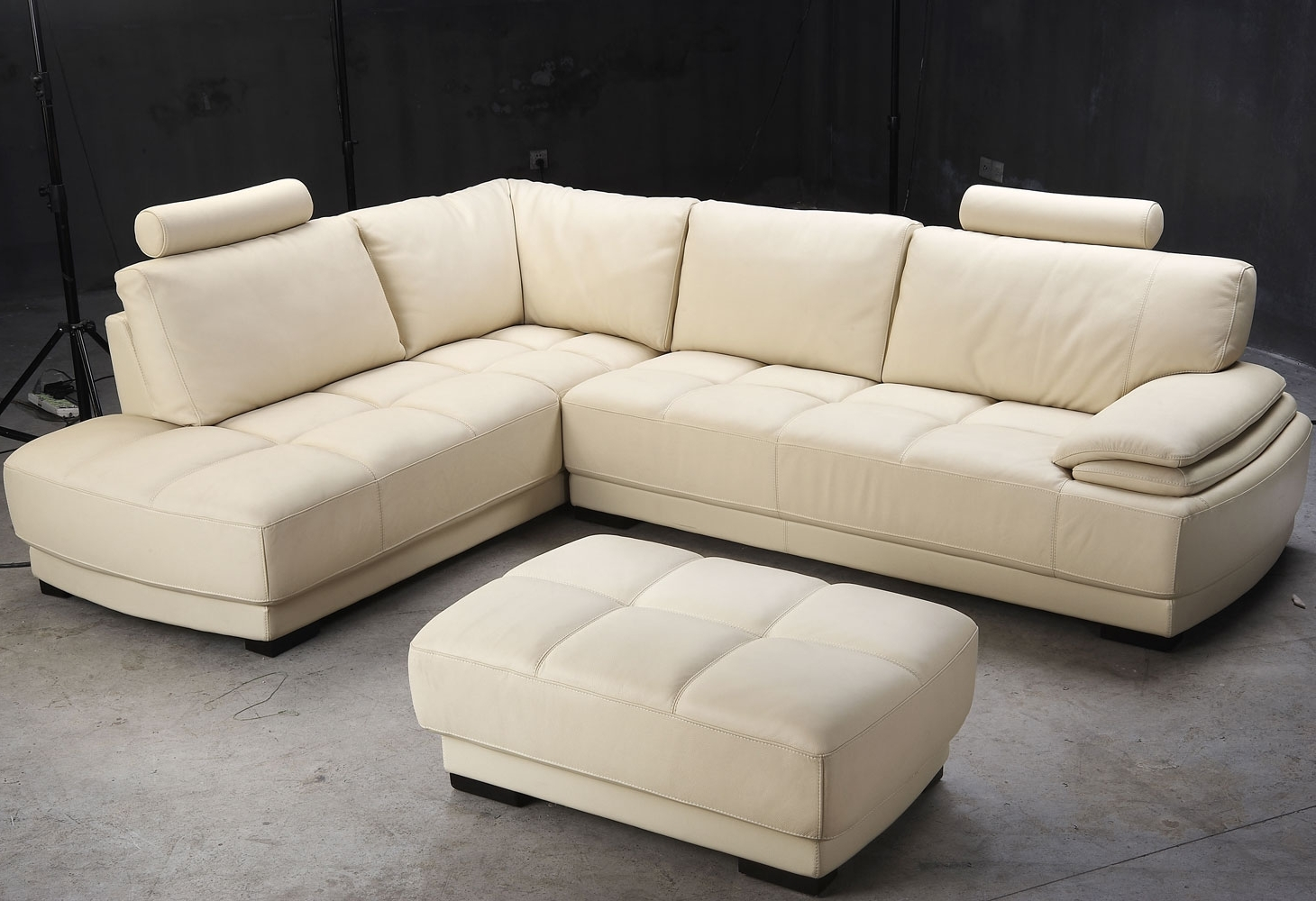 White Ivory Leather L Shaped Sectional Sofa With Chaise Of Throughout Well Known L Shaped Sectional Sleeper Sofas (View 19 of 20)