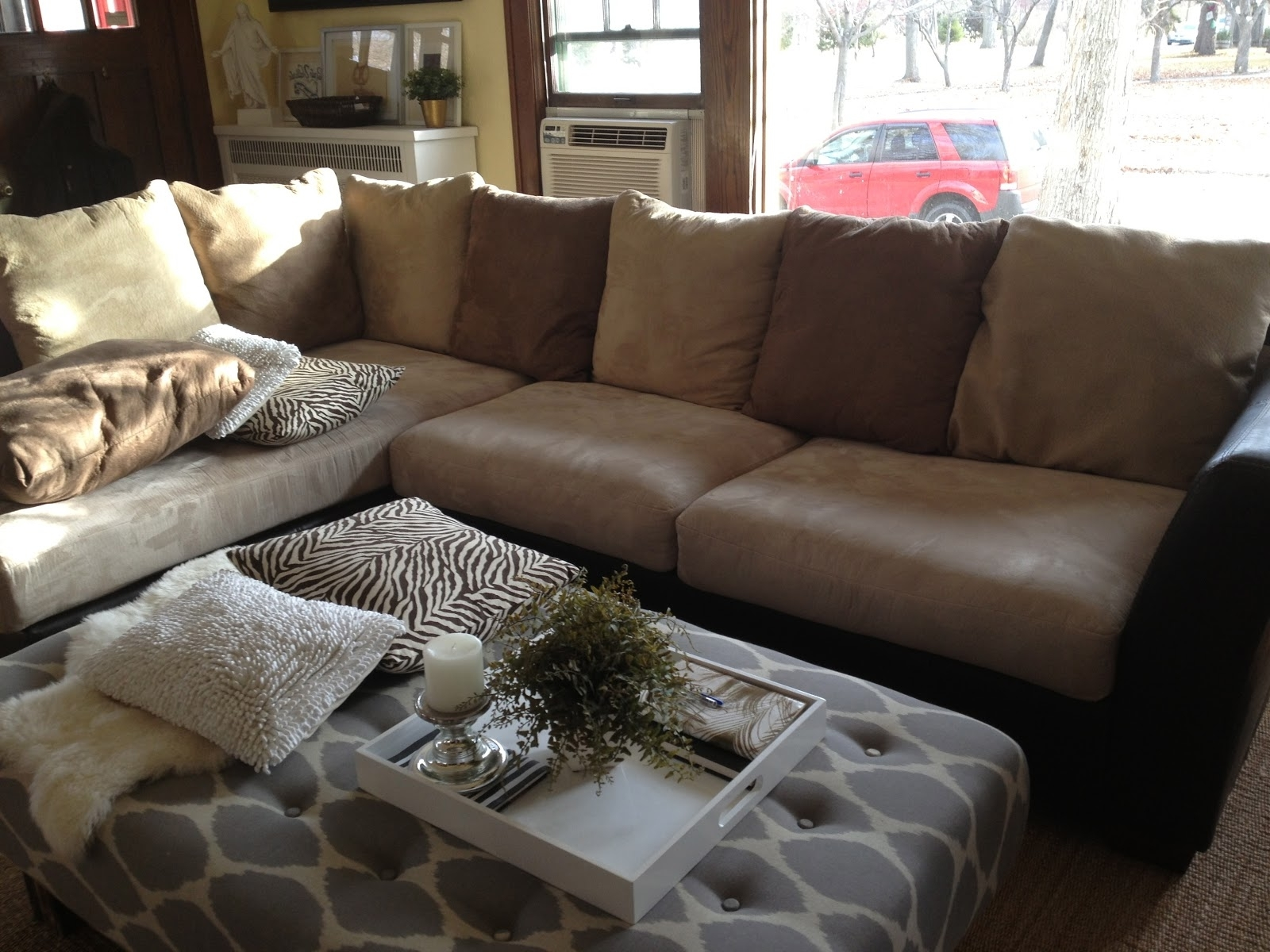Featured Photo of Sofas With Oversized Pillows
