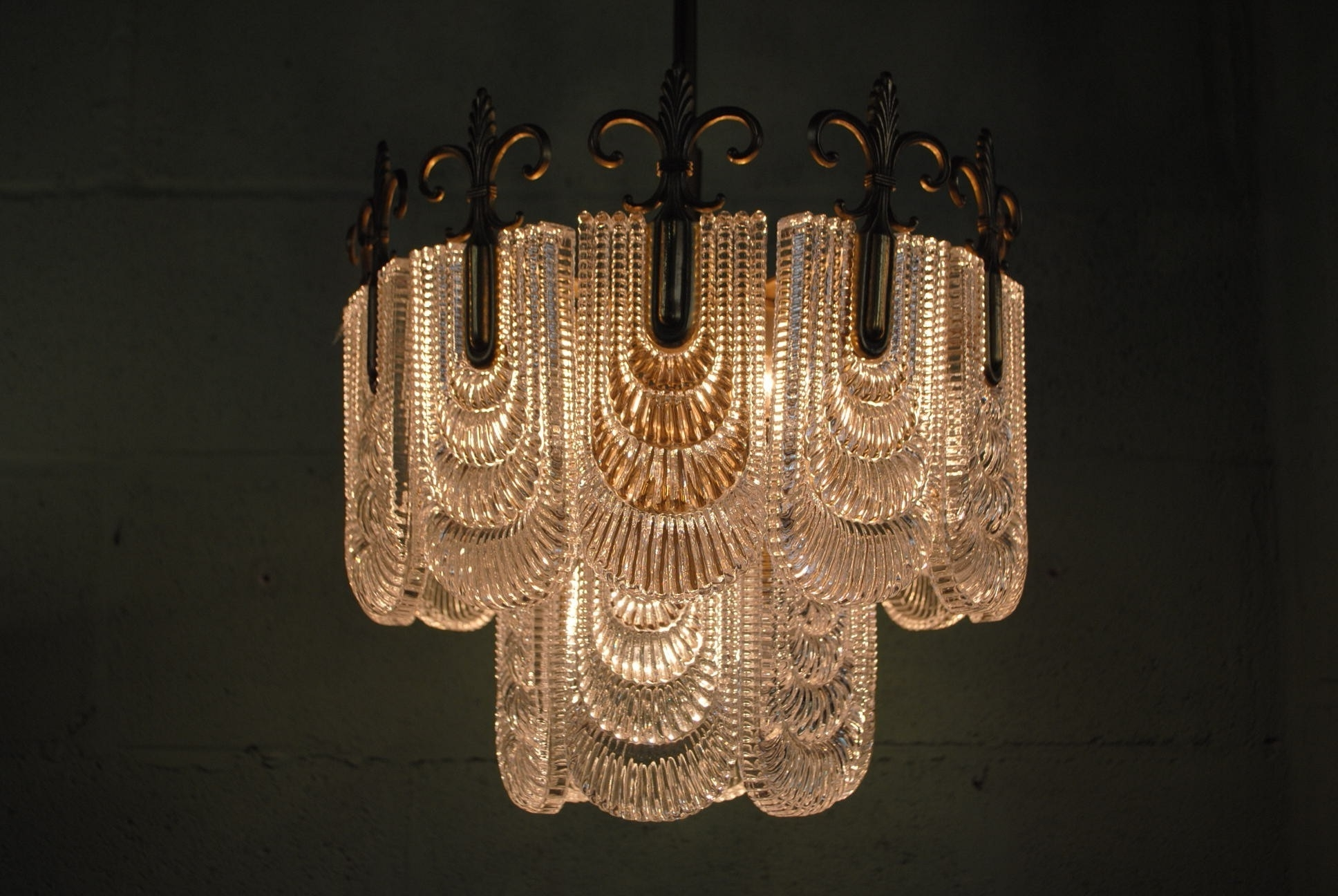 Widely Used Traditional Chandelier Inside Traditional Chandelier Lighting – Aneilve (View 7 of 20)