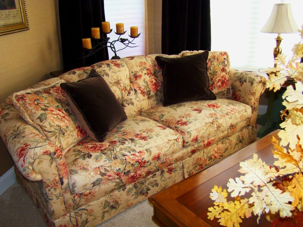 Yellow Chintz Sofas Throughout Favorite Living Room : Clayton Marcus Flowered Sofas Yellow Flowered Sofas (View 20 of 20)