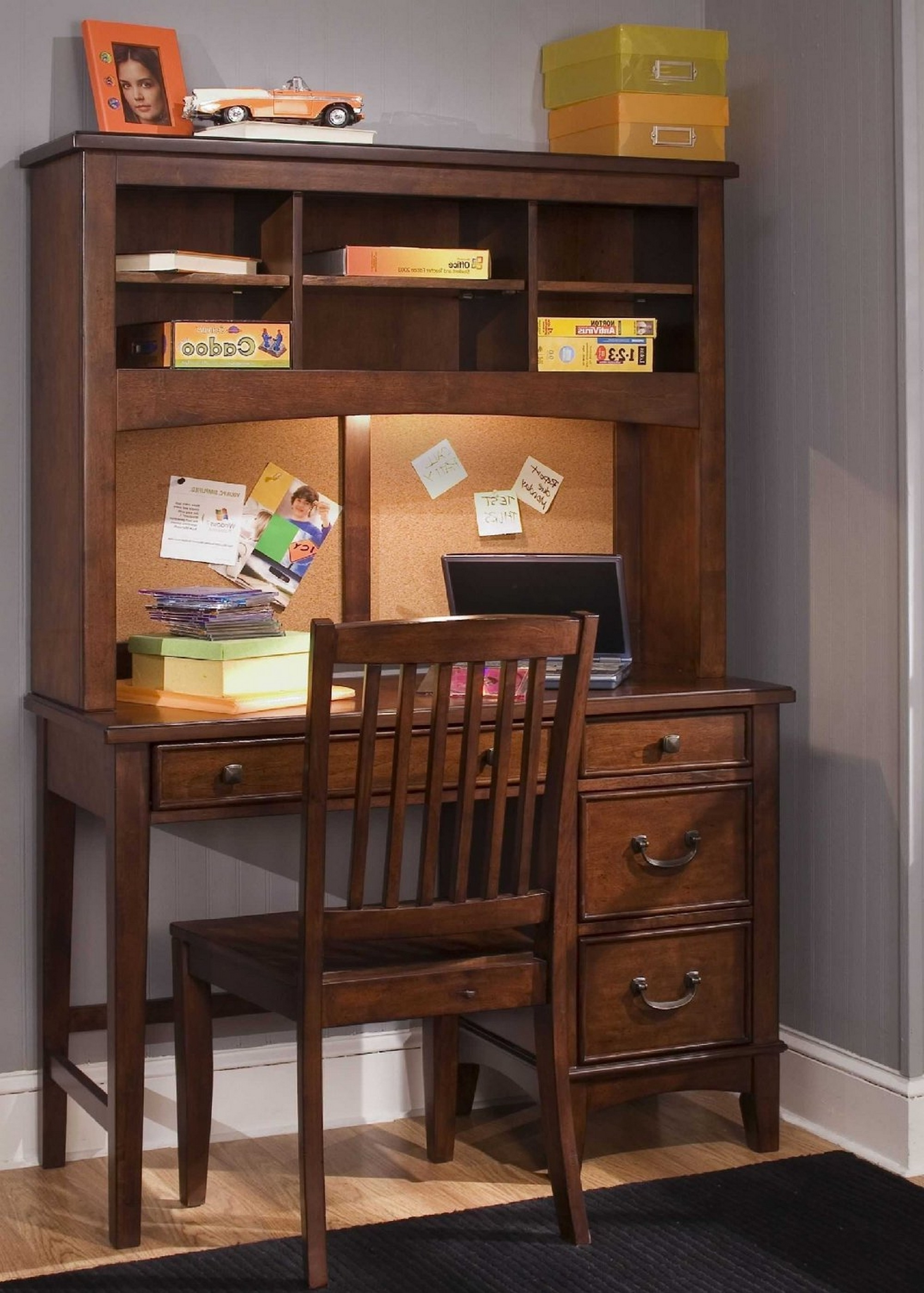 Youth Computer Desks Throughout Favorite Bedroom:2017 Bedroom Traditional Study Table For Small Rooms (View 17 of 20)