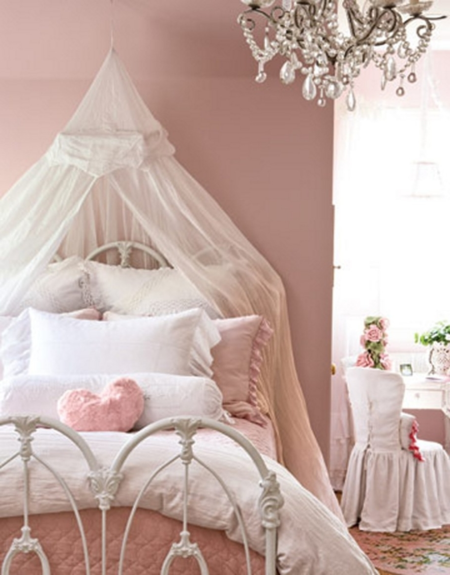 Best And Newest Chandeliers Design : Magnificent Girl Clear Glass Kid Bedroom Inside Kids Bedroom Chandeliers (View 16 of 20)