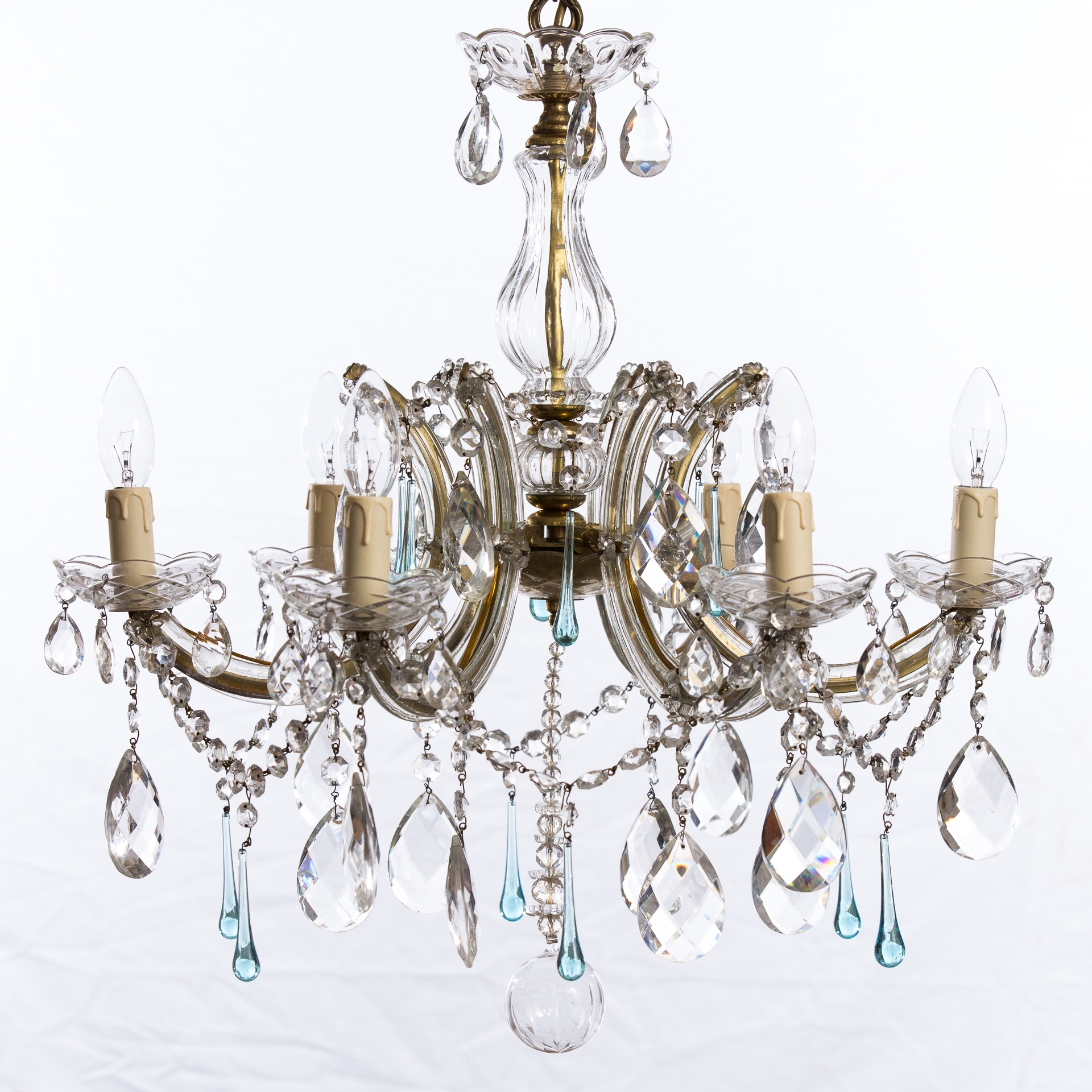 Fashionable Tips In Using Chandeliers For Bedrooms – Lighting And Chandeliers Intended For Chandeliers Vintage (View 8 of 20)