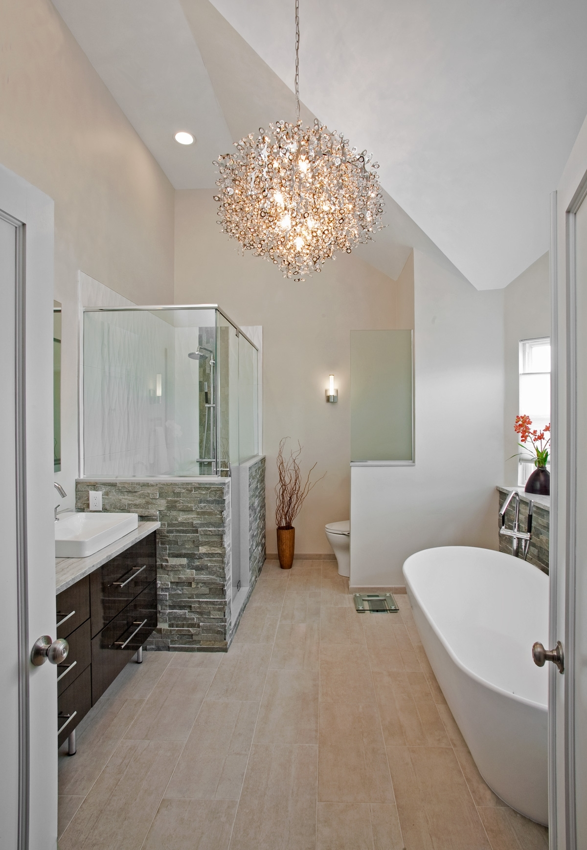 Latest Modern Bathroom Chandelier Lighting Intended For Modern Bathrooms Designs And Remodeling (View 8 of 20)