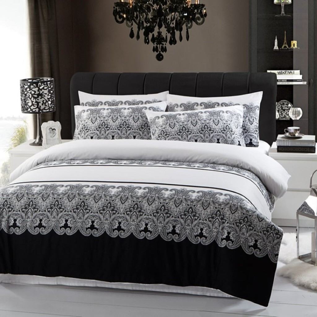 Latest Stylish Printed Bedding Set With Black Glass Chandelier Lighting For Regarding Black Chandelier Bedroom (View 14 of 20)