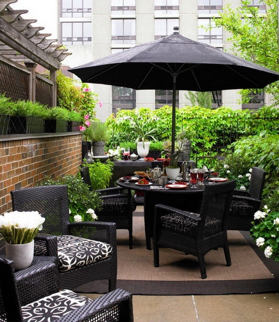 Black Wicker Outdoor Patio Furniture With Umbrella For Small Patio Throughout Trendy Patio Conversation Sets With Umbrella (View 15 of 20)