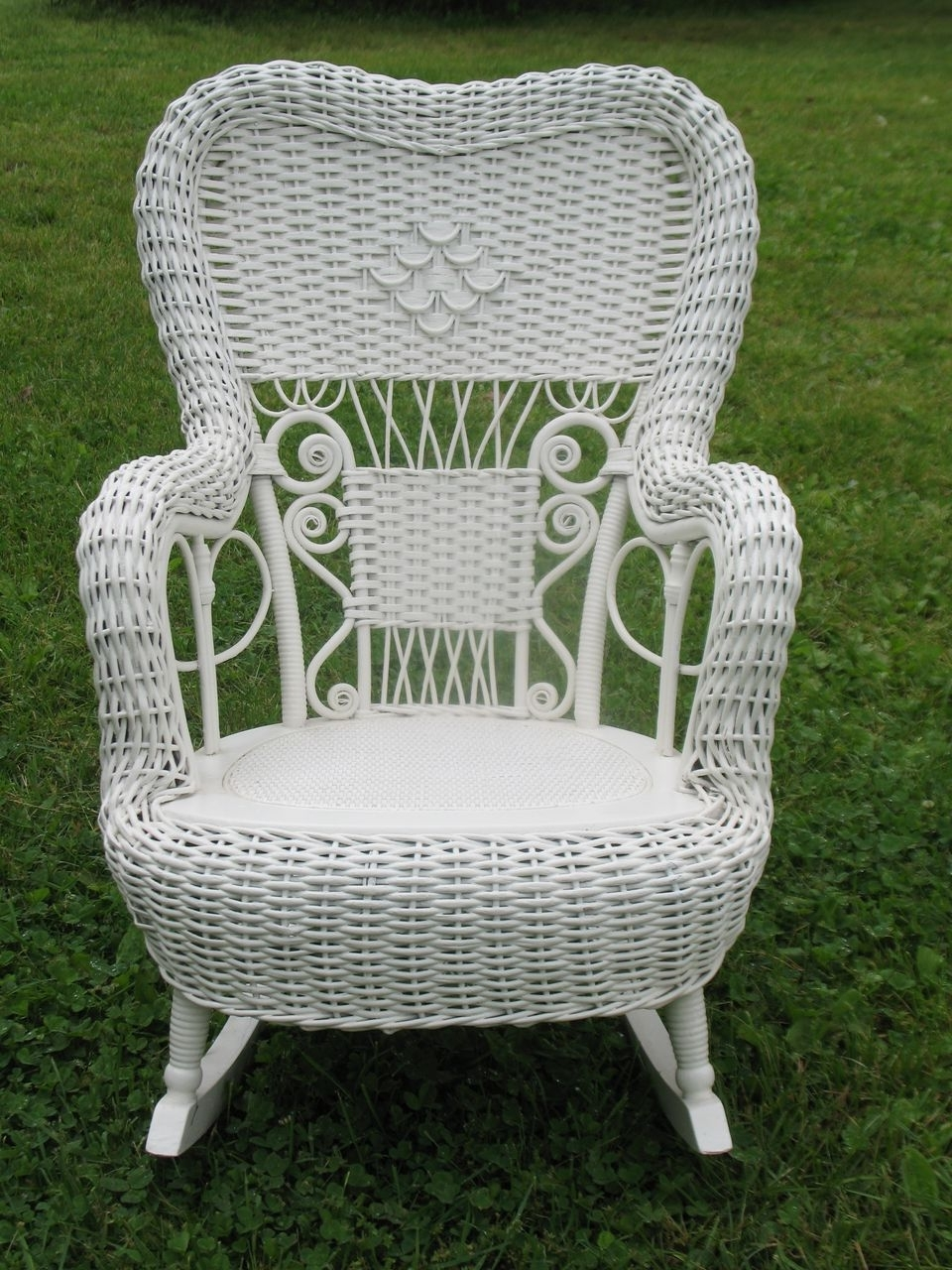 Fashionable Outdoor Vintage Wicker Rocking Chair With Green Color Chairs Rocker Inside Vintage Wicker Rocking Chairs (View 5 of 20)