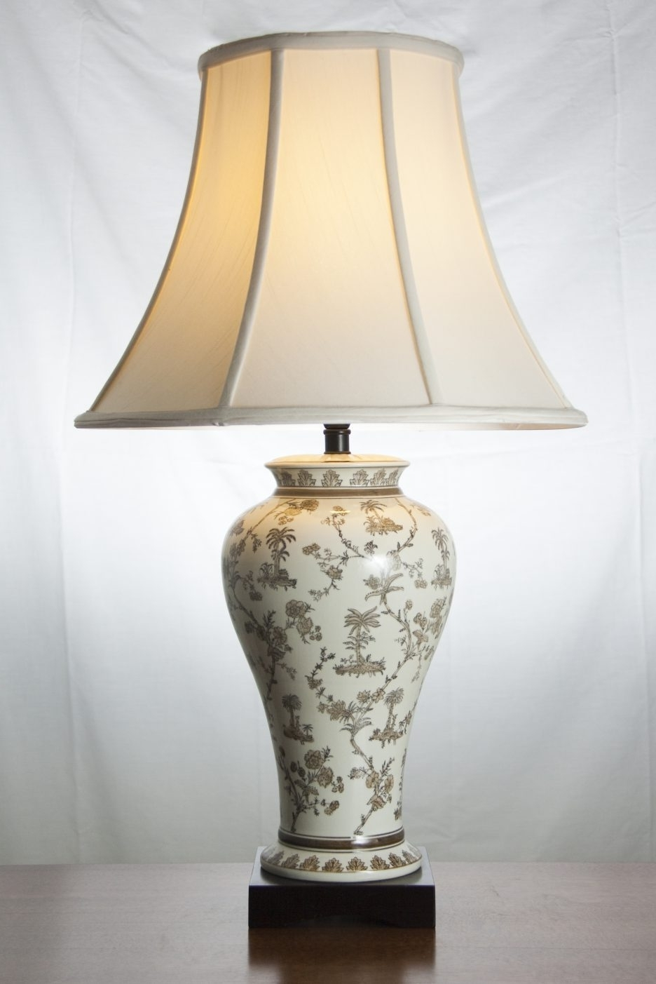 Fashionable Table Lamps For Traditional Living Room Throughout Traditional Living Room Table Lamps Interior Design, Classic Table (View 3 of 20)