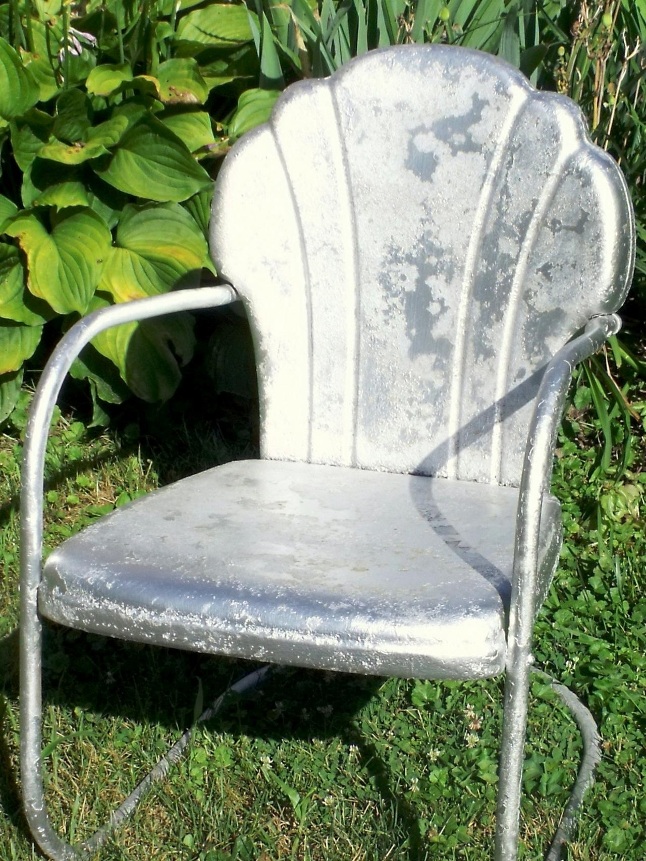 How Tell Metal Furniture And Decor Worth Refinishing Diy Outdoor Pertaining To Well Liked Vintage Metal Rocking Patio Chairs (View 11 of 20)