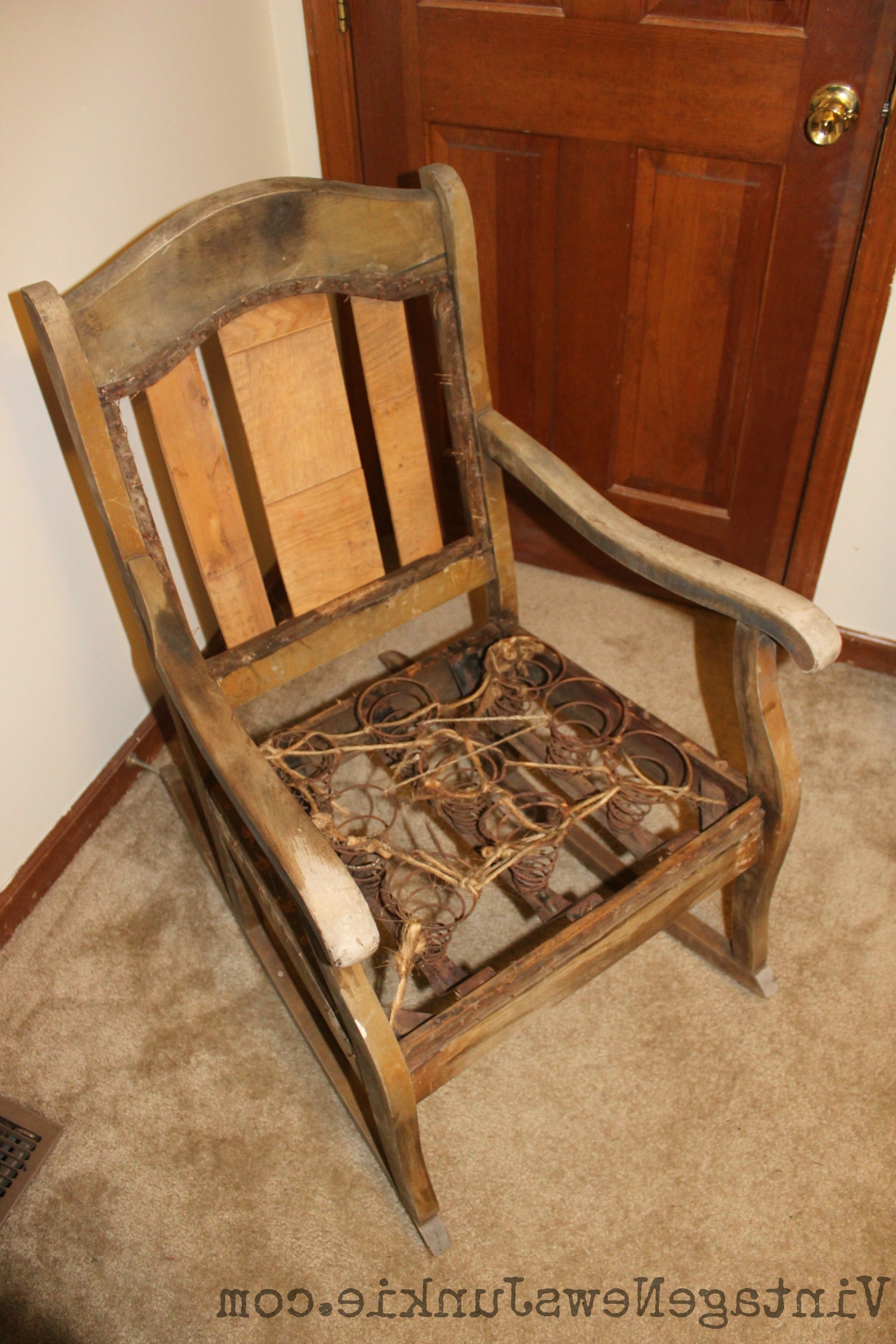 Most Popular Rocking Chairs With Springs In Upholstered Rocking Chairs New Reupholster Chair Seat With Springs (View 6 of 20)