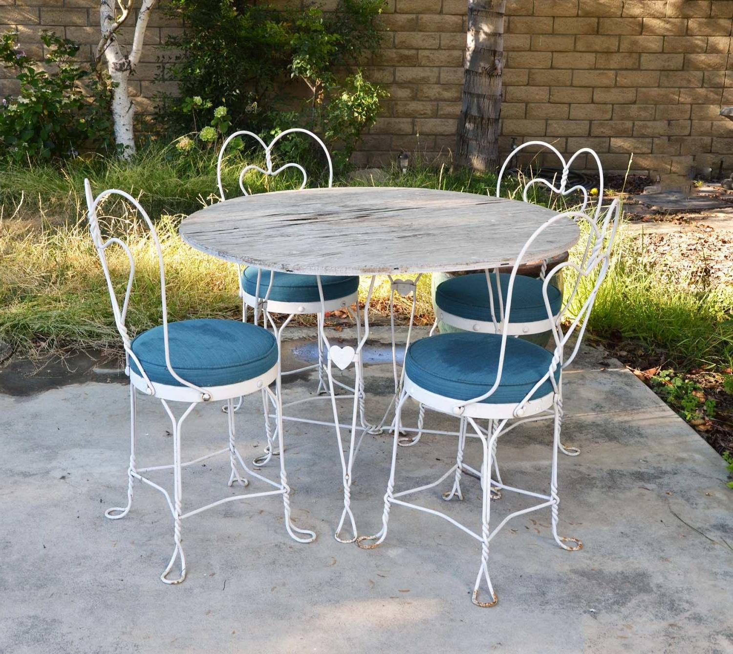 Most Popular Vintage Metal Rocking Patio Chairs Throughout Patio : Patio Stunning Metal Set Vintage Cast Iron Furniture Outdoor (View 18 of 20)