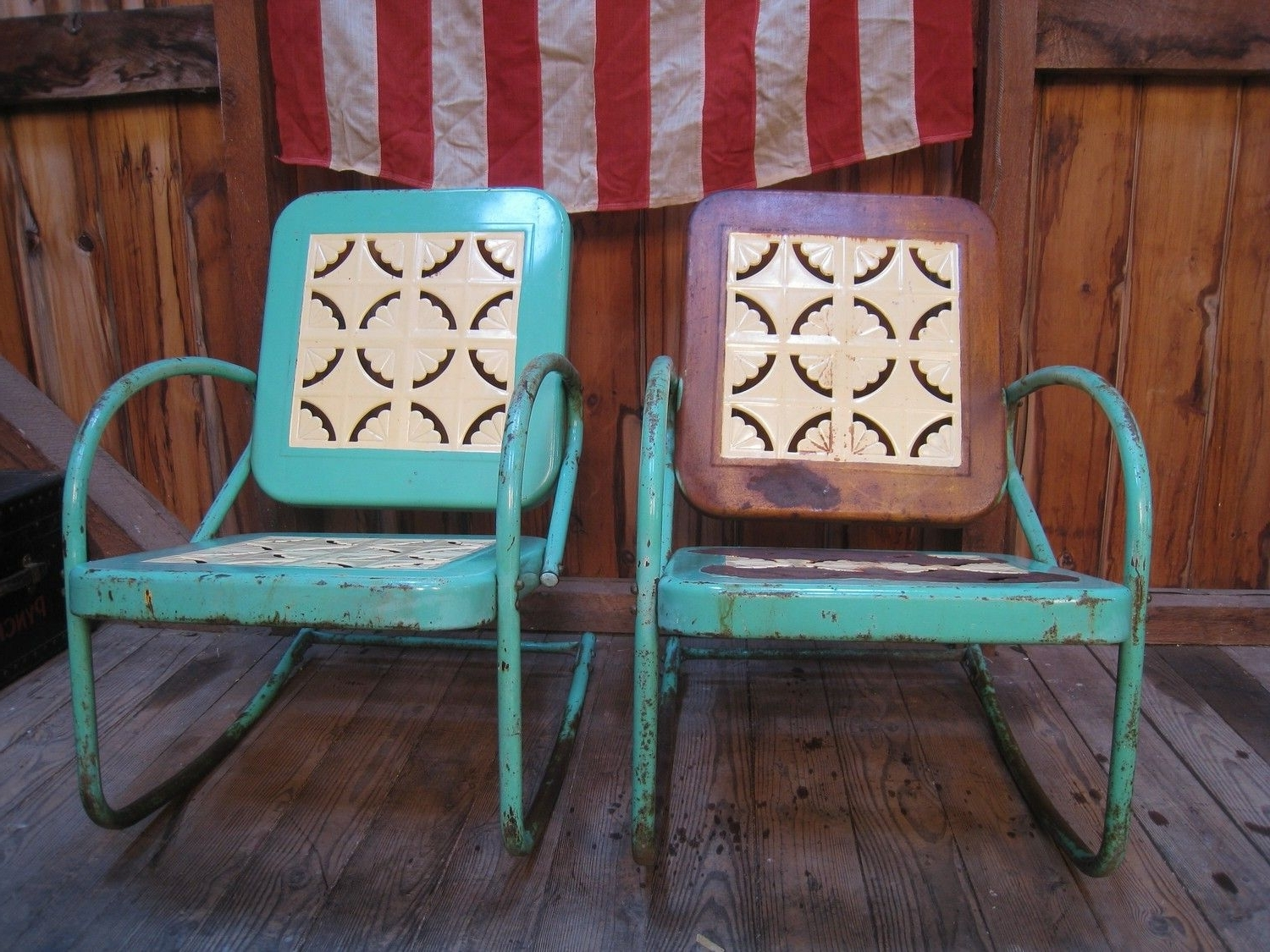 Most Recent Vintage Metal Rocking Patio Chairs Regarding Vintage 1950S Metal Lawn Porch Glider Patio Chairs (View 11 of 20)