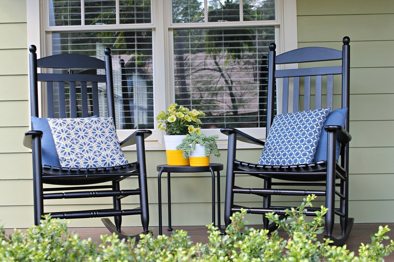 Popular Small Patio Rocking Chairs Intended For The Iconic Style Of Rocking Chair For Chairs Front Porch Design (View 3 of 20)