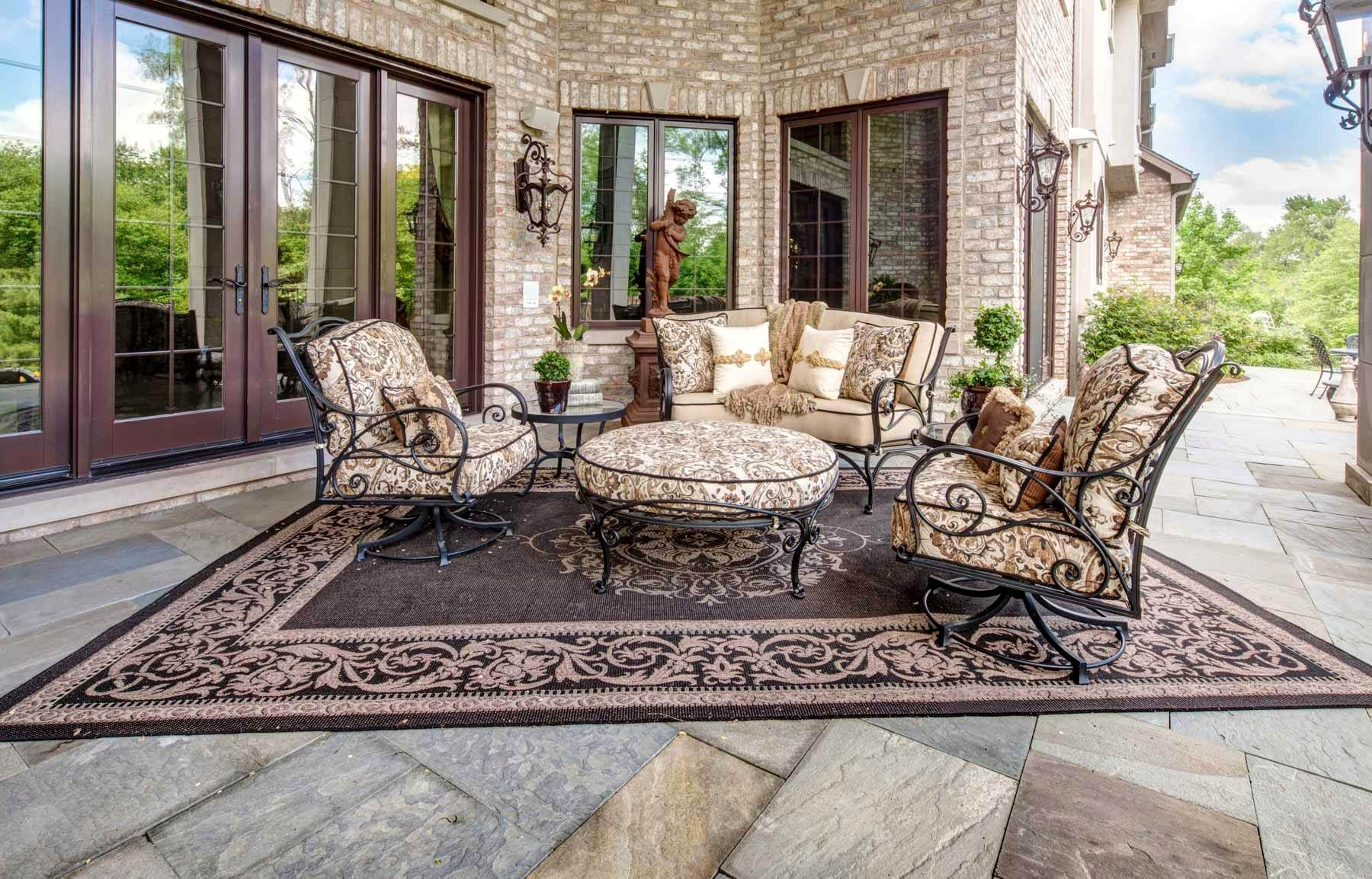 2019 Gorgeous Remarkable Luxury Outdoor Dining Furniture Fabulous High Regarding Upscale Patio Umbrellas (Gallery 10 of 20)