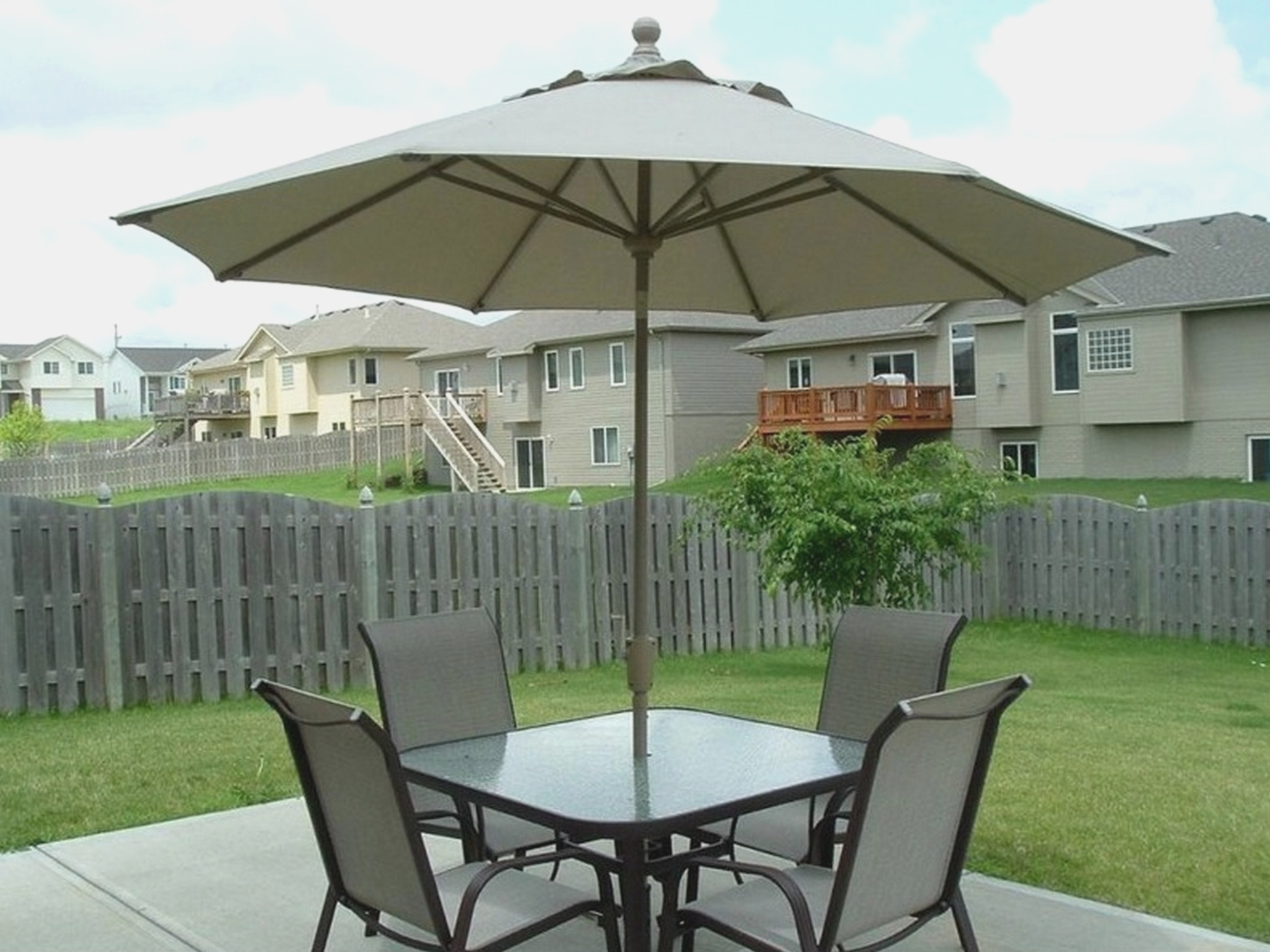 Best And Newest Patio Sets With Umbrellas Regarding Ten Mind Numbing Facts About Patio Furniture Umbrellas (View 3 of 20)