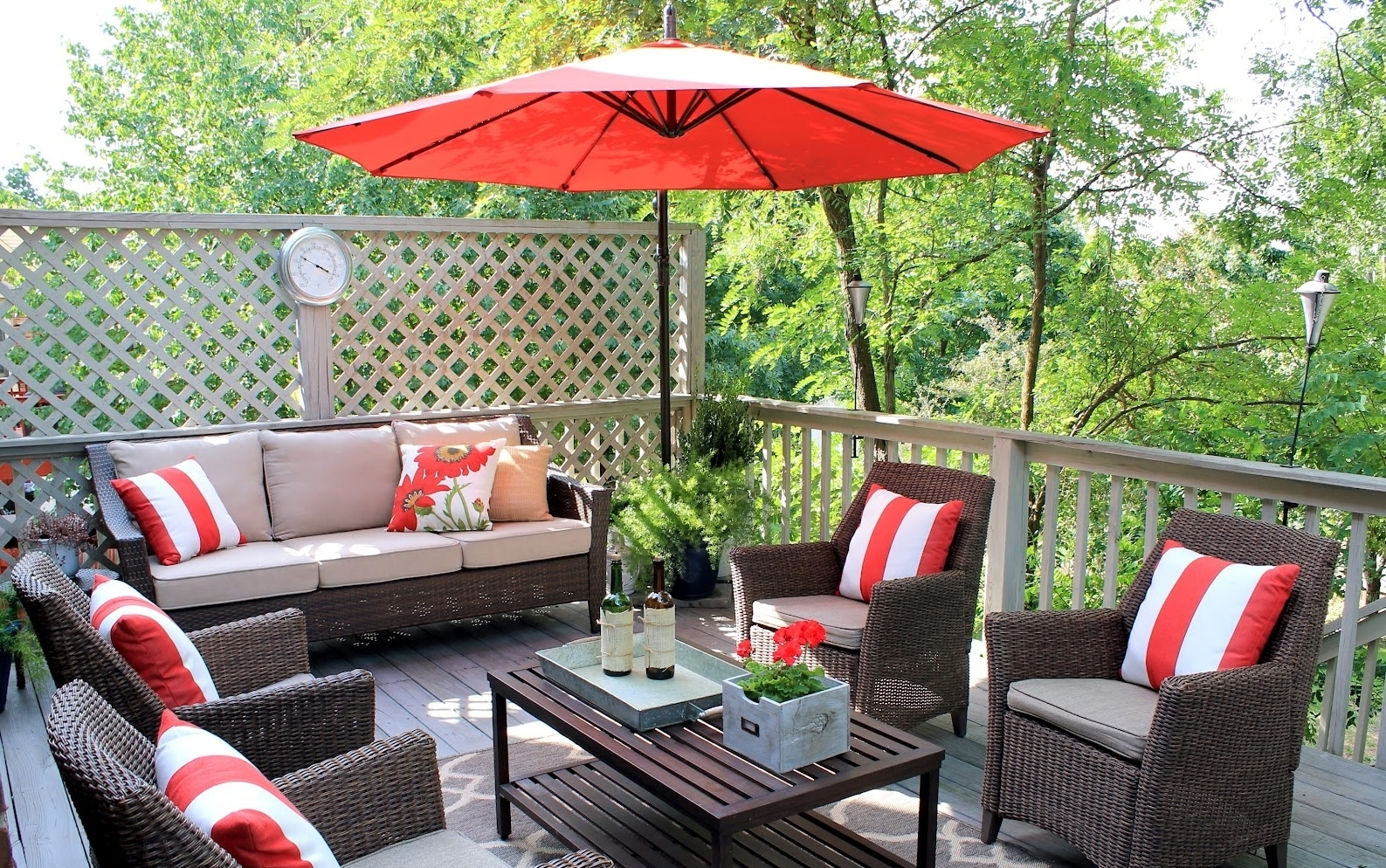 Best And Newest Patio Umbrellas For Small Spaces With Regard To Patio Ideas Most Popular 40 Luxurious Small Outdoor Furniture Flair (View 16 of 20)