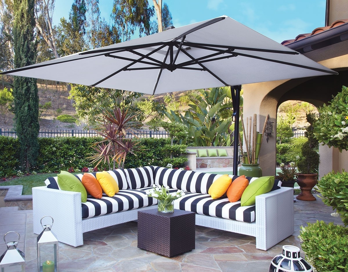 Current Modern Patio Outdoor With Rectangle Standing Umbrella, And Black Regarding Black And White Striped Patio Umbrellas (View 8 of 20)