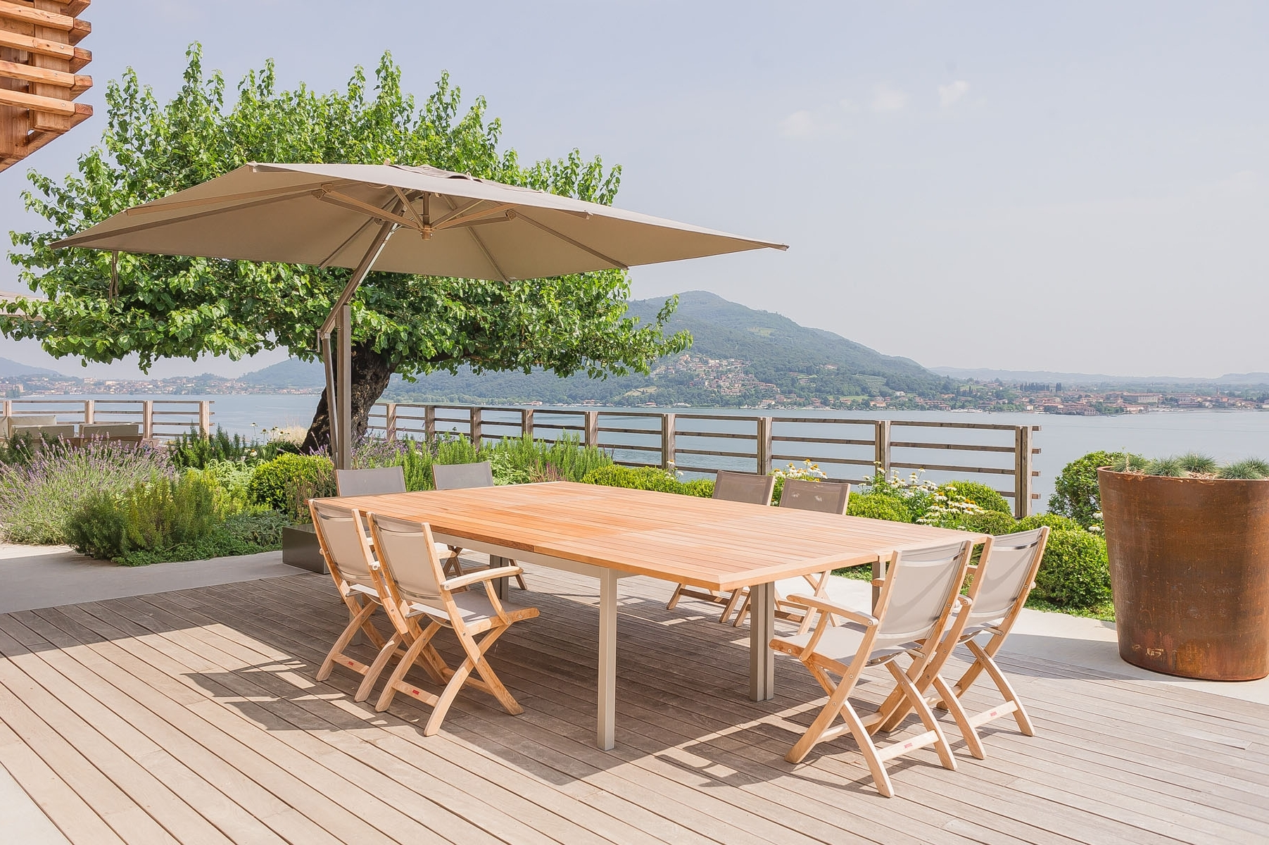 Latest Patio Umbrellas For High Wind Areas With Regard To Choosing The Best Cantilever Umbrella For Your Patio – Poggesi Usa (View 6 of 20)